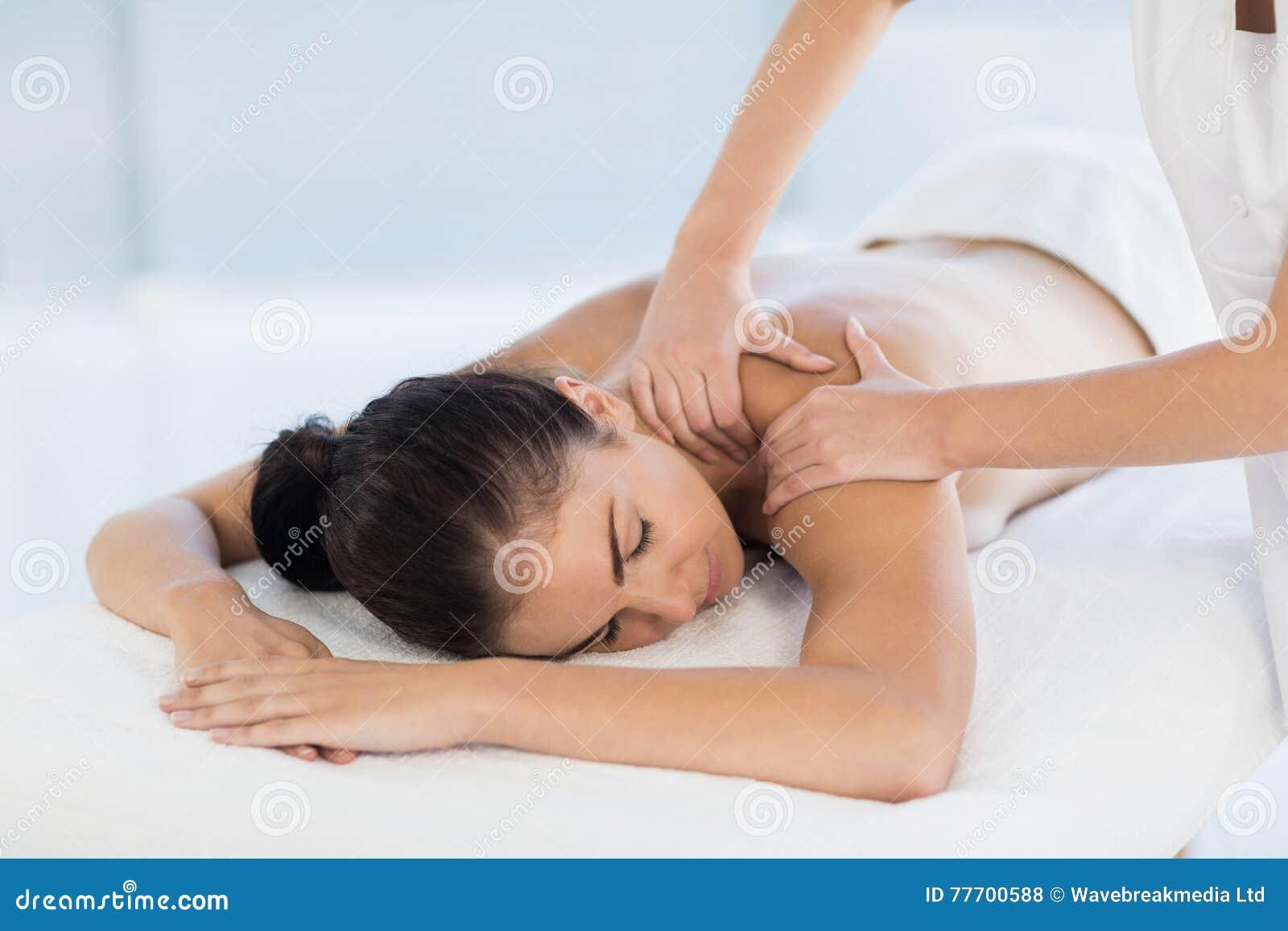 Mujer desnuda de masaje de fotos