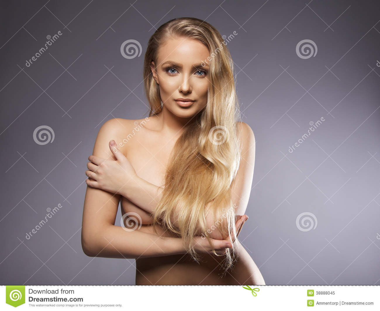 Pelo corto mujer desnuda