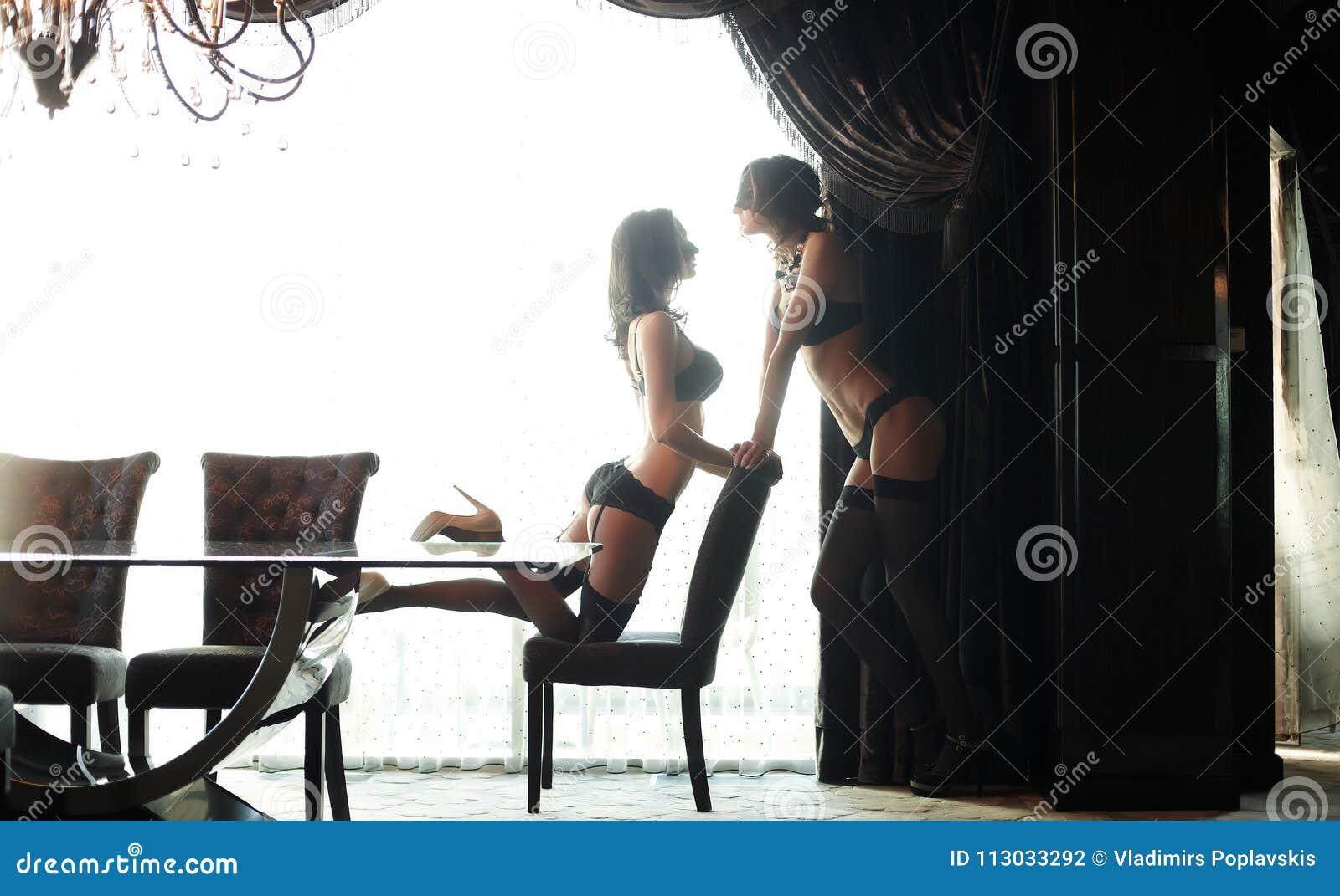 Mujer dos en ropa interior
