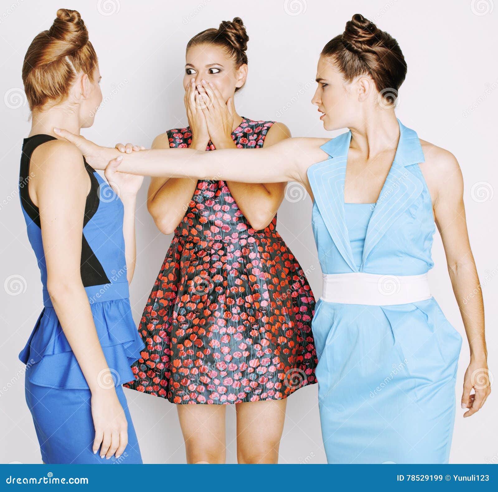 moda elegantes de la malvadas de luchan gente de mujeres blanco pelea vestidos la de que brillantes el concepto los fondo caras Tres en la 5UTw44q