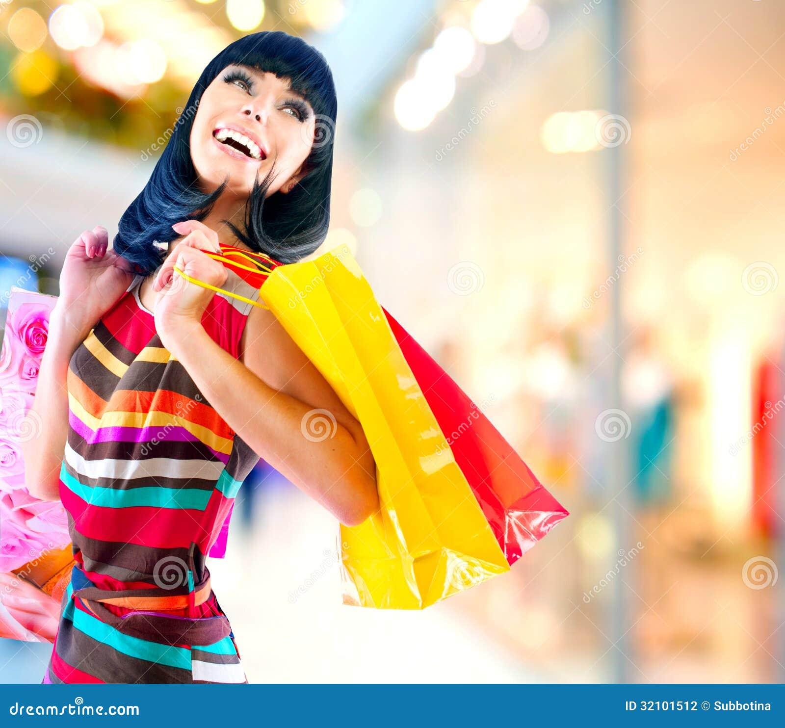 Mujer en alameda de compras