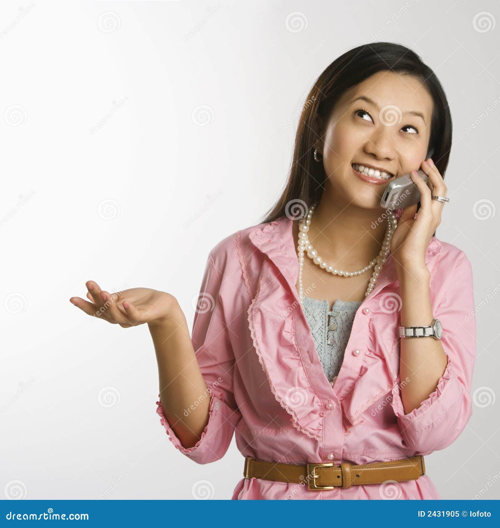 Mujer en el teléfono celular.