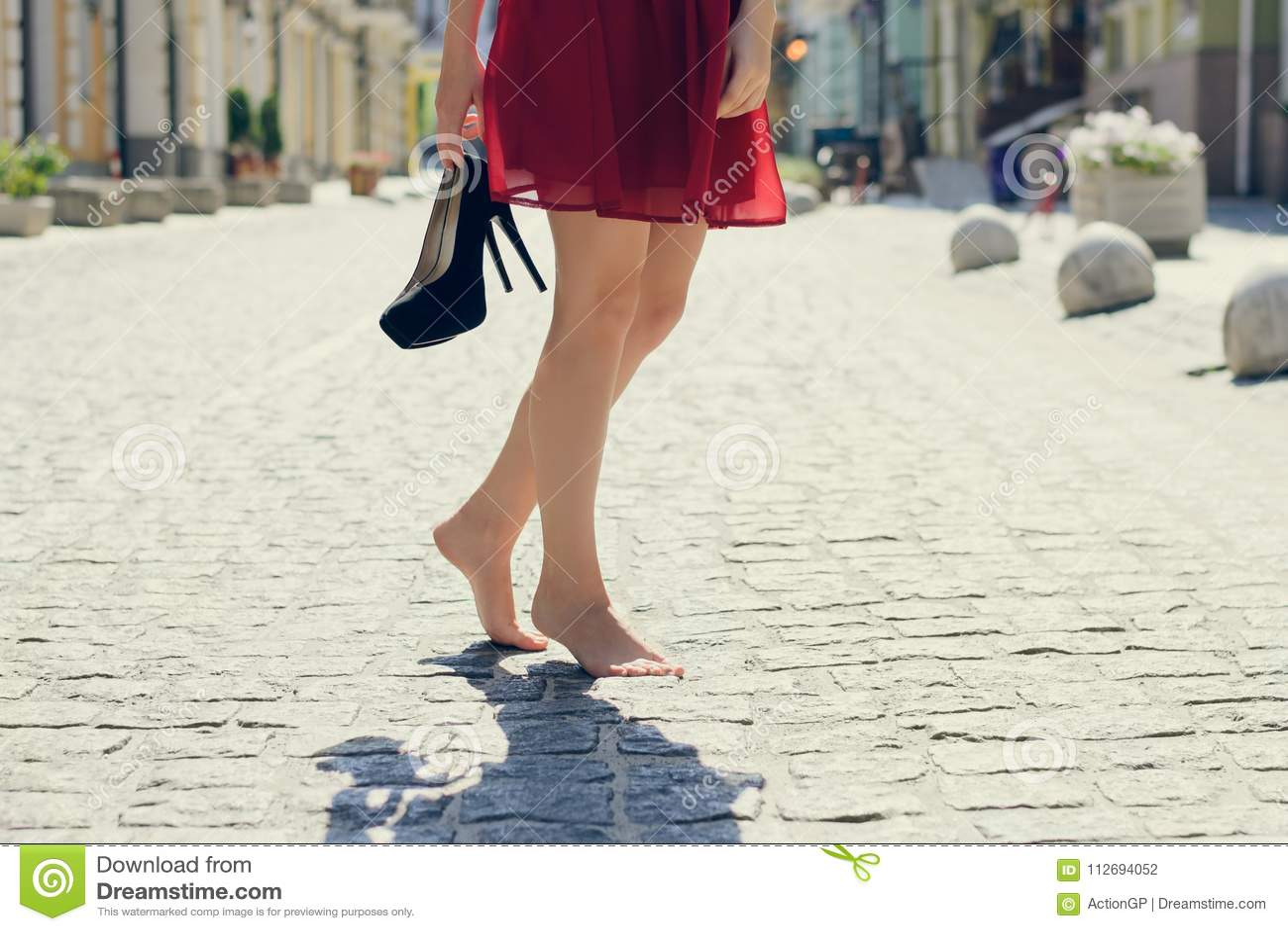 8af3f0d1e4 Mujer En El Vestido Elegante Rojo