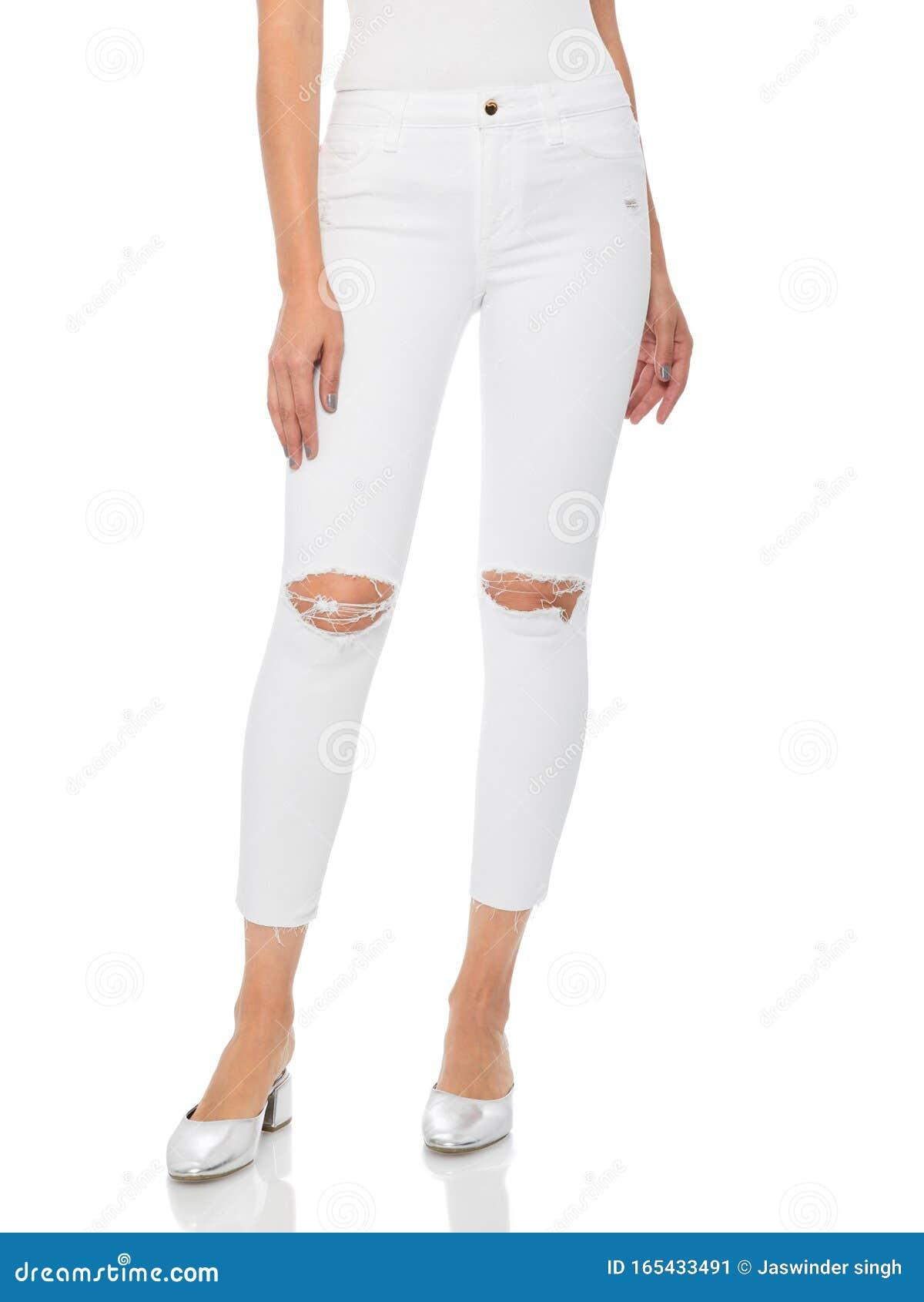 Mujer En Jeans Ajustados Azules Con Tacones Blancos Fondo Blanco Mujer Con Pantalones Ajustados Y Tacones Fondo Blanco Verano Imagen De Archivo Imagen De Ciudad Feliz 165433491