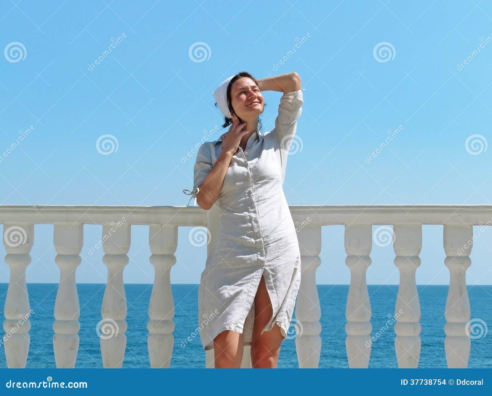 Mujer en luz del sol