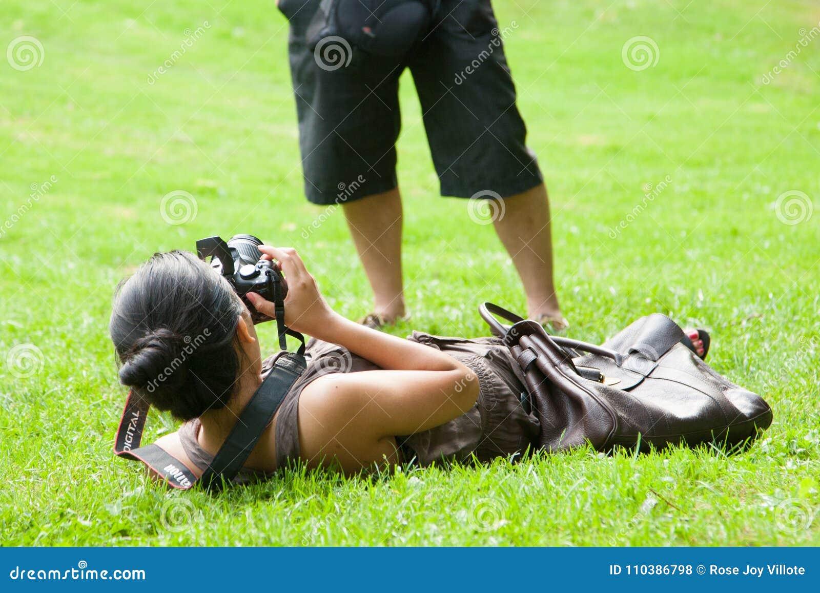 Mujer en mundo de la fotografía