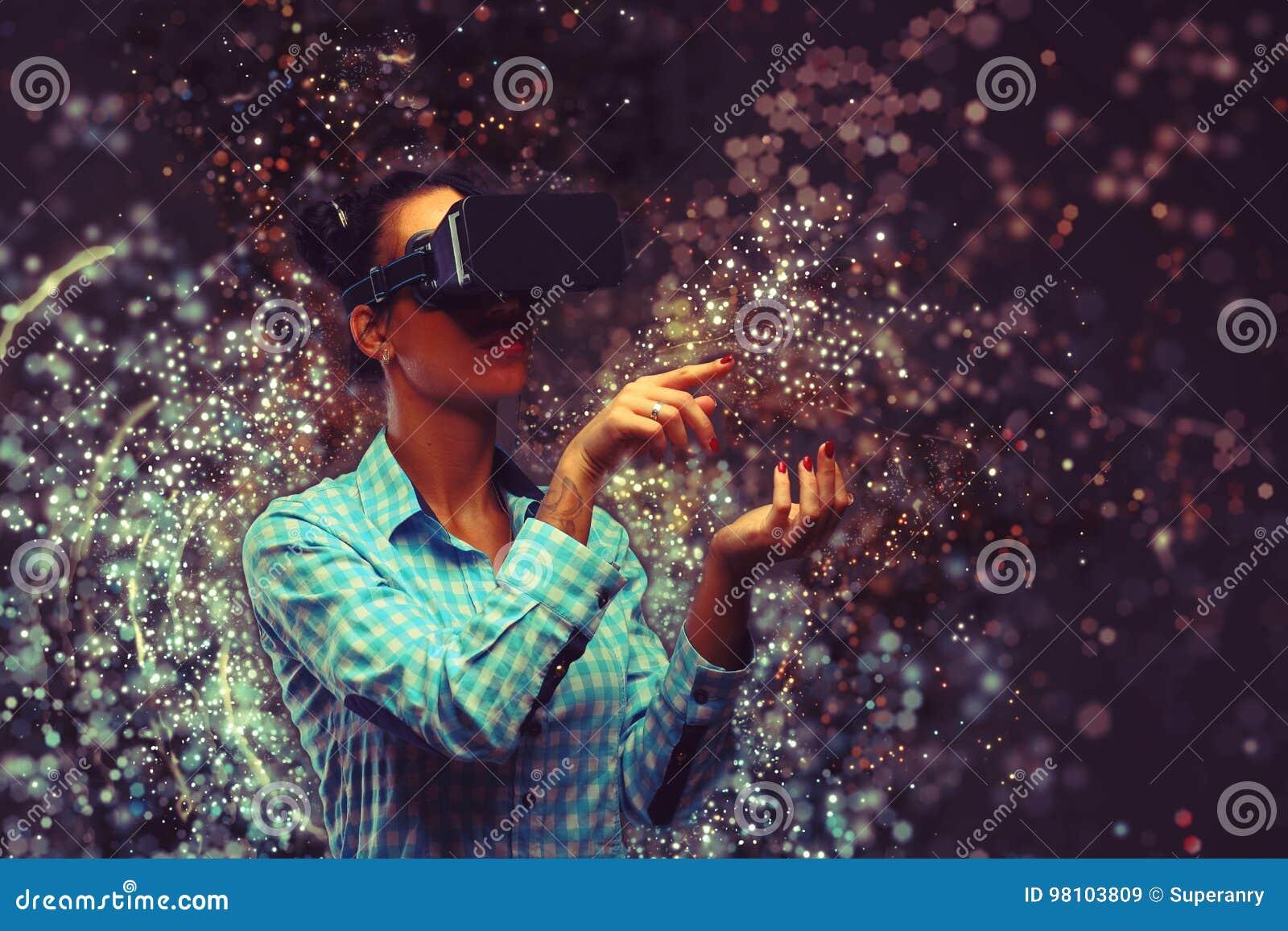 Mujer en realidad virtual