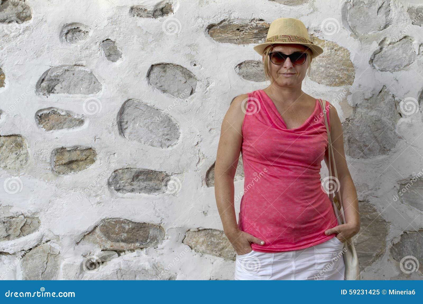 Download Mujer envejecida media imagen de archivo. Imagen de hembra - 59231425