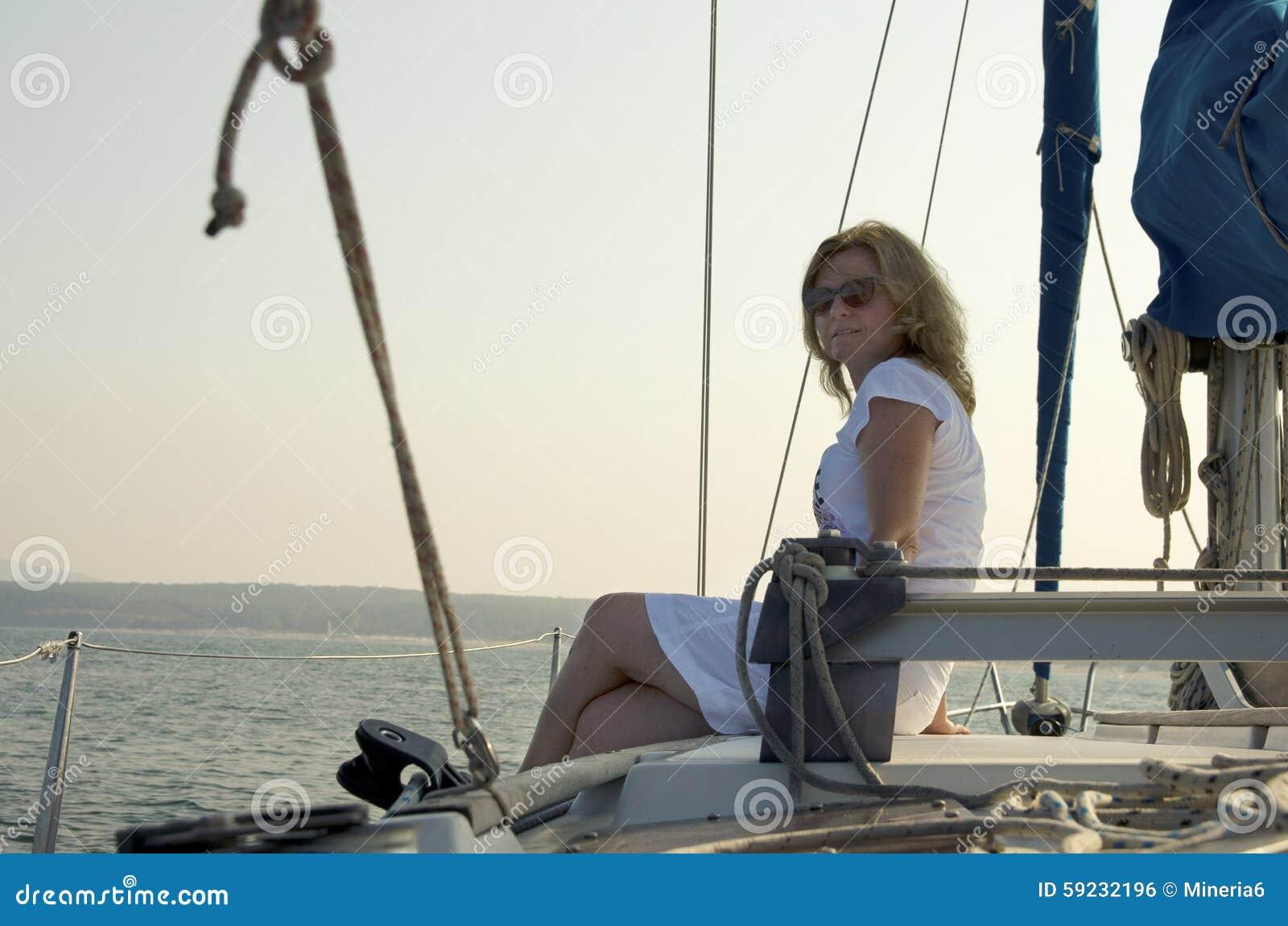Download Mujer envejecida media foto de archivo. Imagen de barcos - 59232196