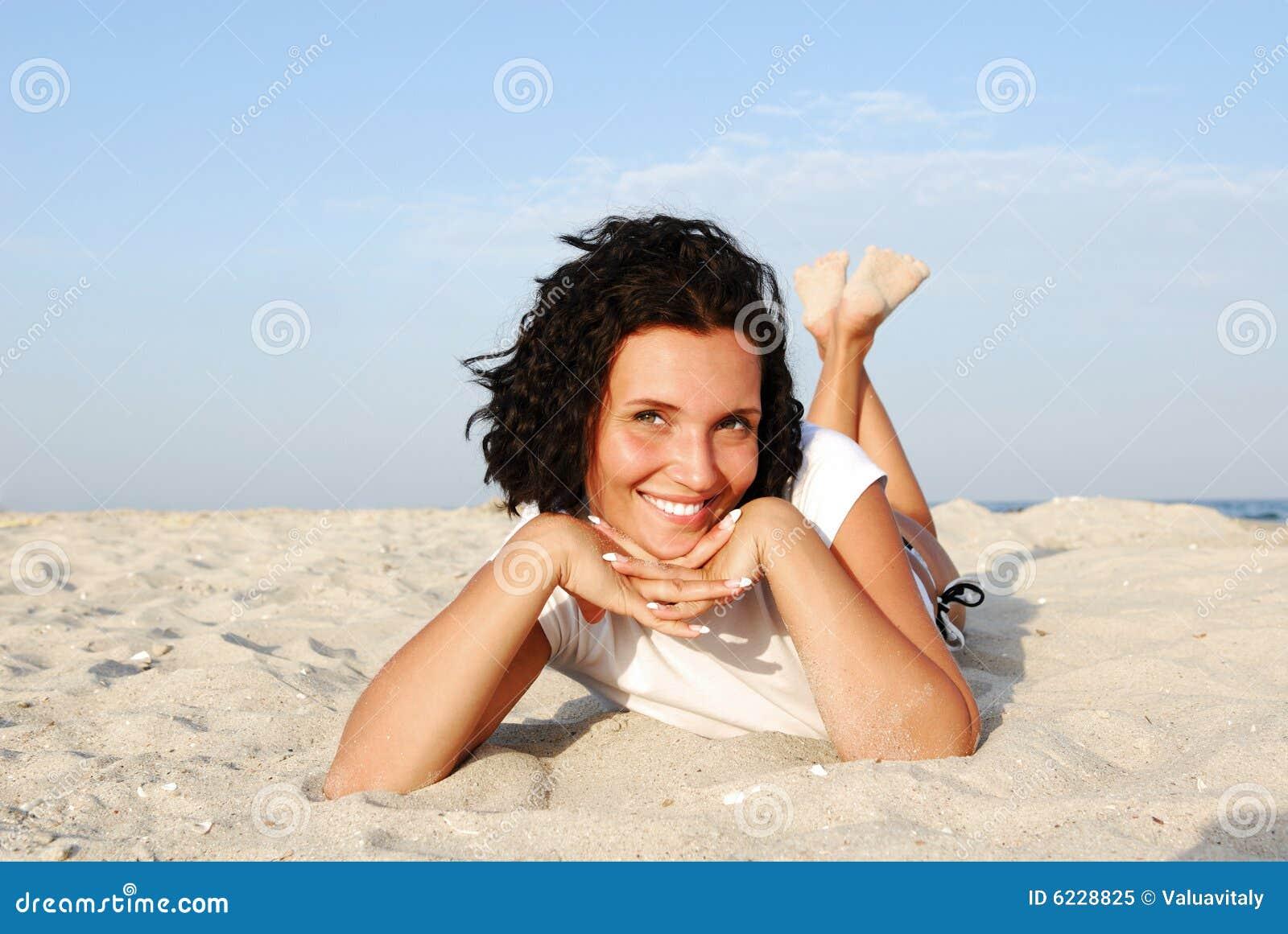 Mujer feliz atractiva