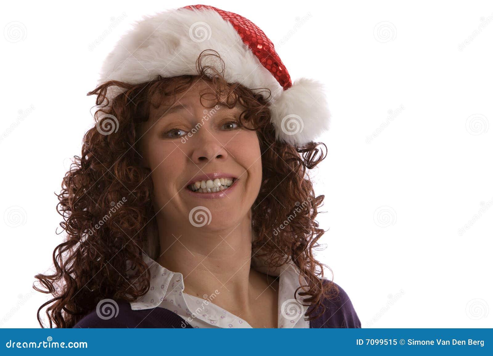 Mujer feliz con el sombrero de la Navidad