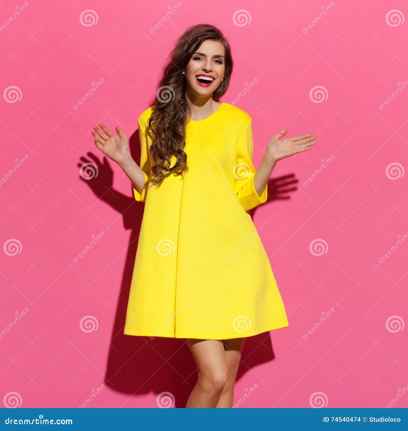 Dorable Vestidos De Dama De Color Amarillo Y Marrón Friso ...