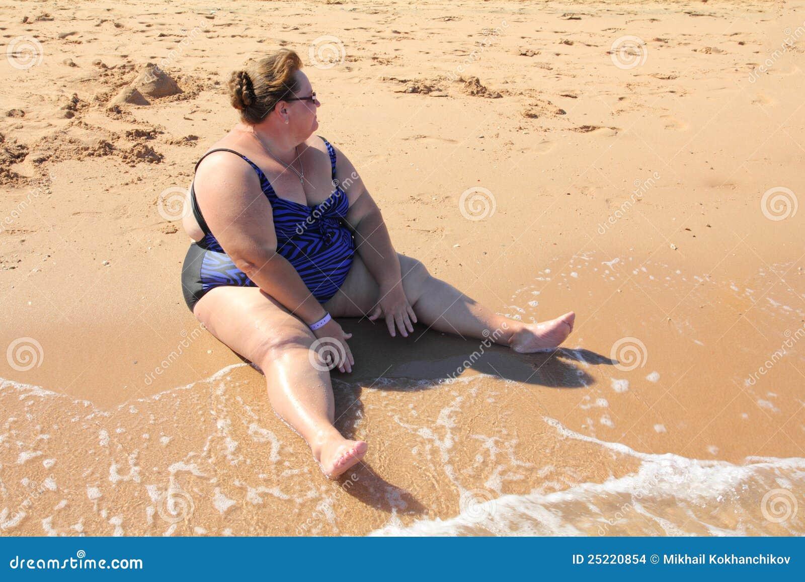 Bikini chica gorda en la imagen