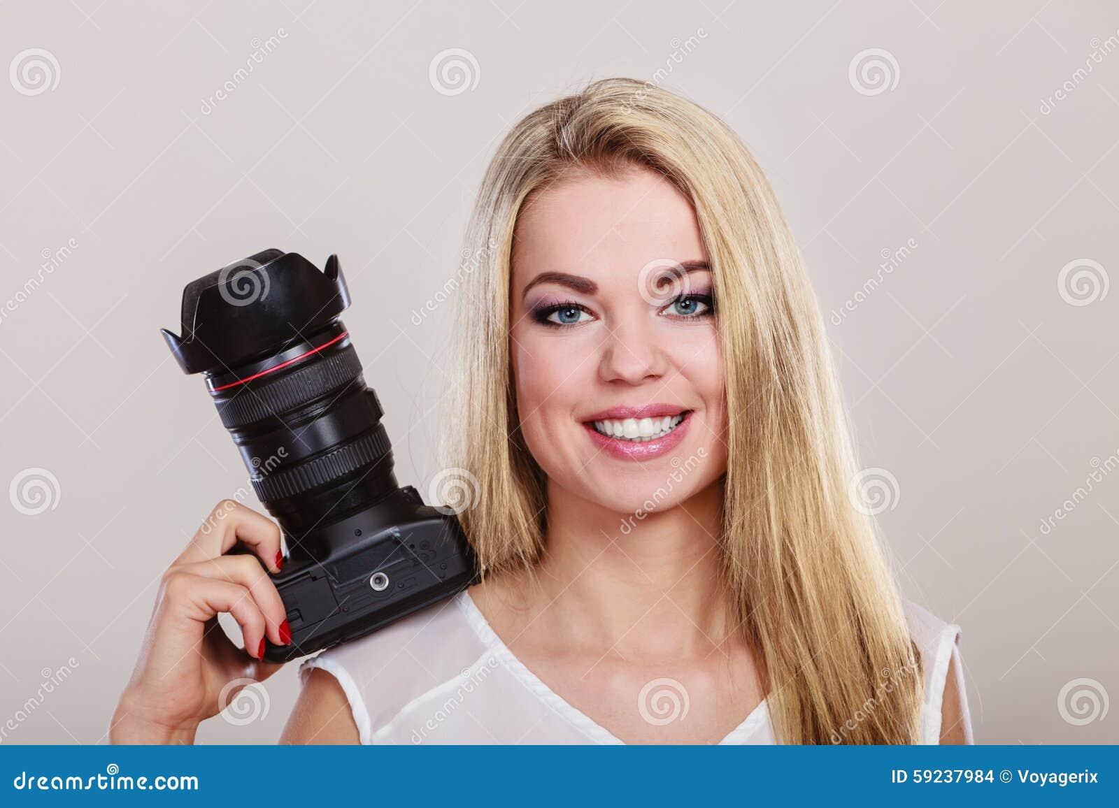 Download Mujer Hermosa Con La Cámara Foto de archivo - Imagen de photojournalism, muchacha: 59237984