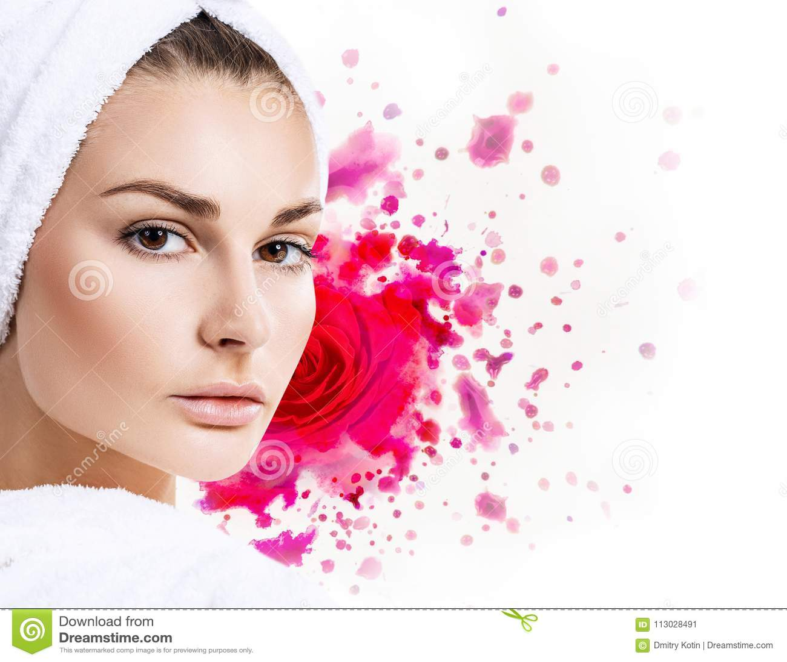 Mujer hermosa con la rosa del rojo de las acuarelas de la pintura