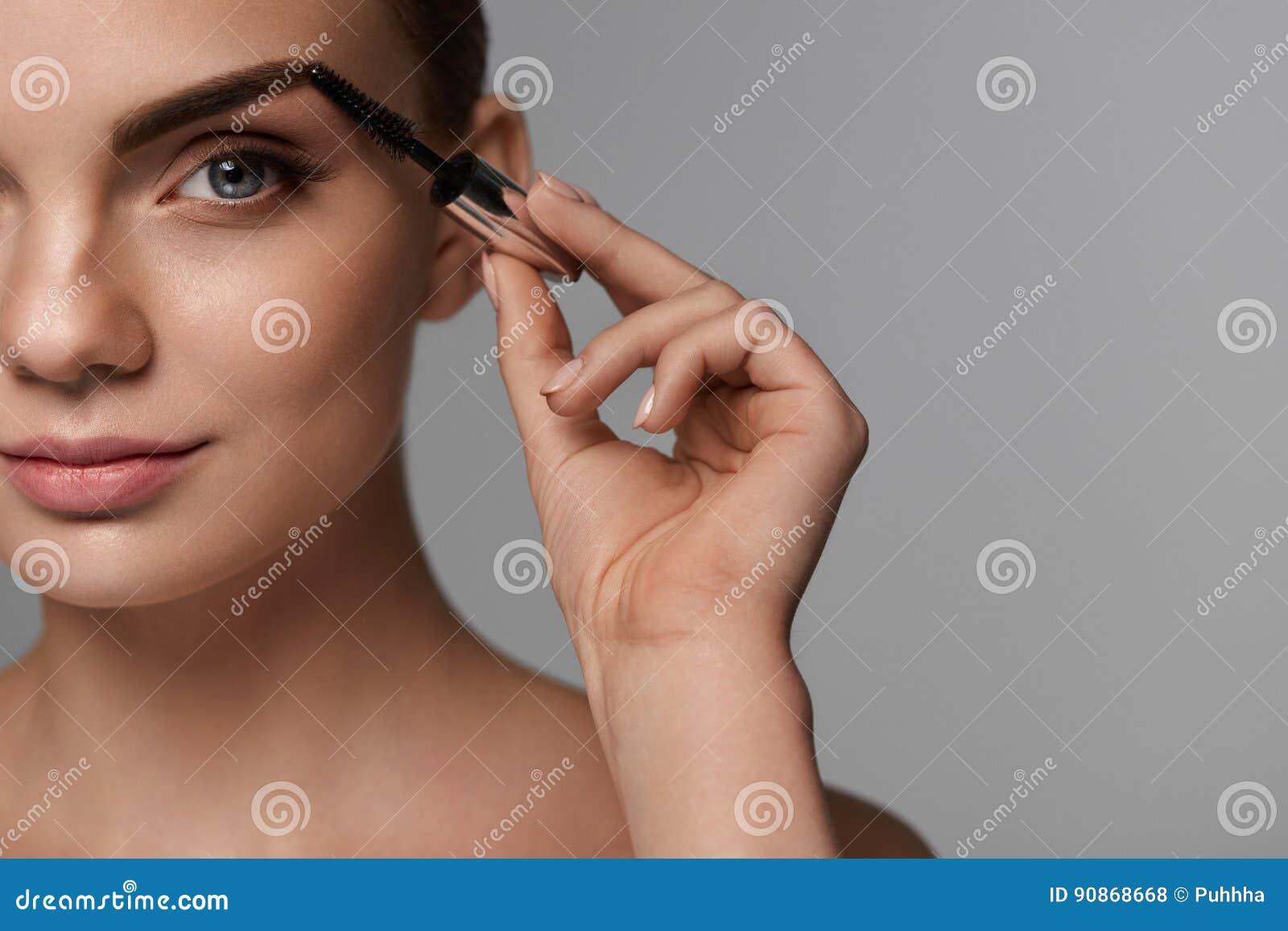 image Cepillo de maquillaje de la esposa