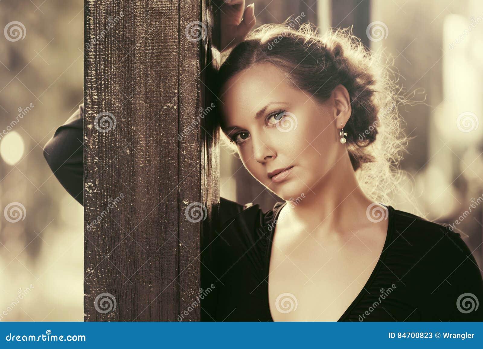 Mujer vestida de negro en sueno