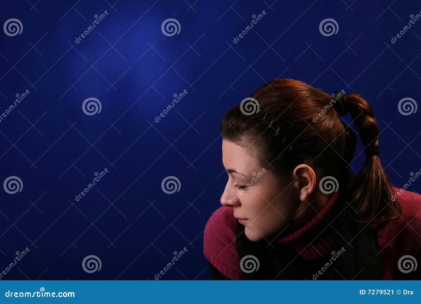 Mujer joven aislada