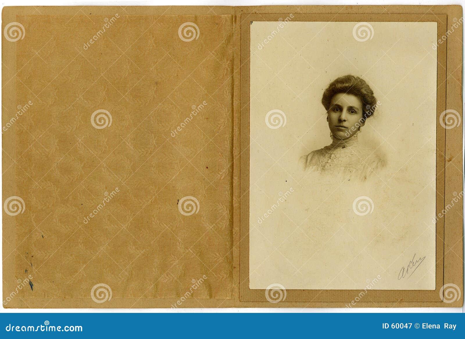 Mujer joven del retrato de la vendimia