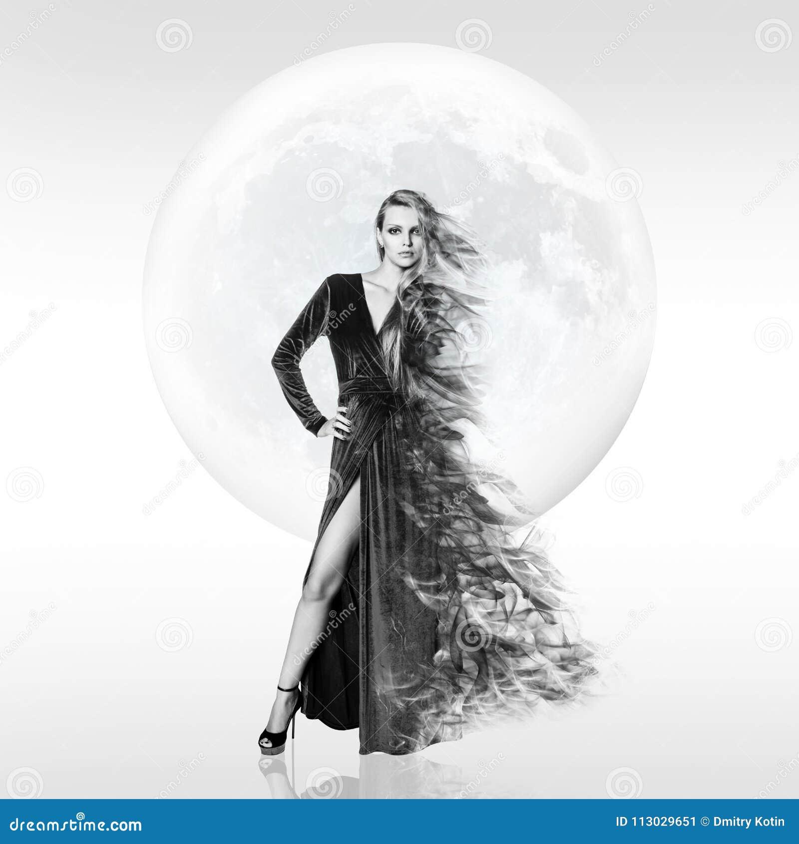 Mujer joven elegante sobre fondo de la Luna Llena