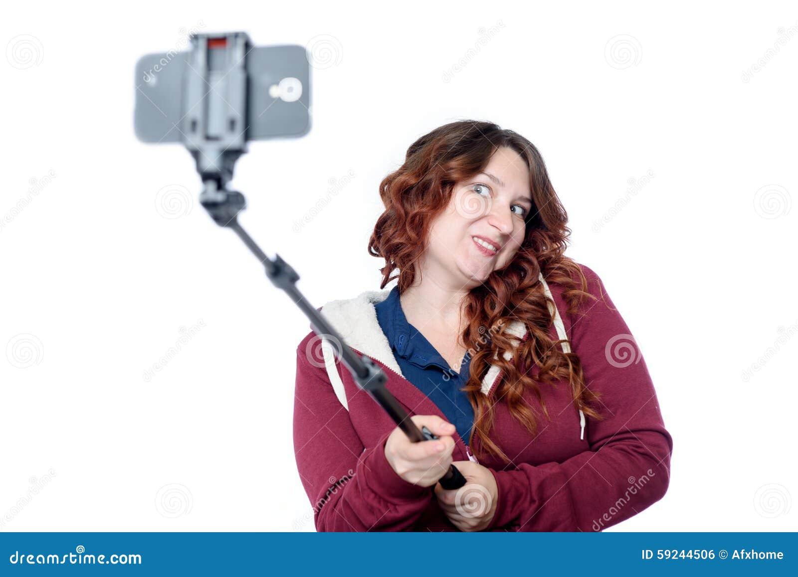 Download Mujer Joven Emocional Que Hace El Selfie Con Un Palillo En Blanco Foto de archivo - Imagen de lifestyle, fondo: 59244506