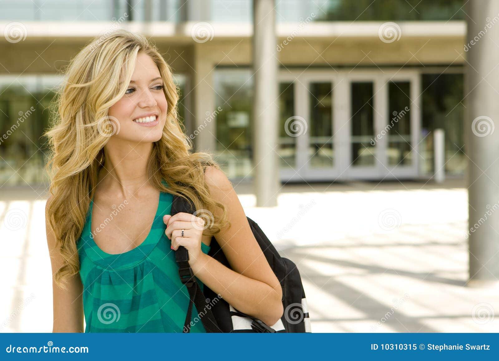 Mujer Joven En La Escuela Imagen De Archivo. Imagen De