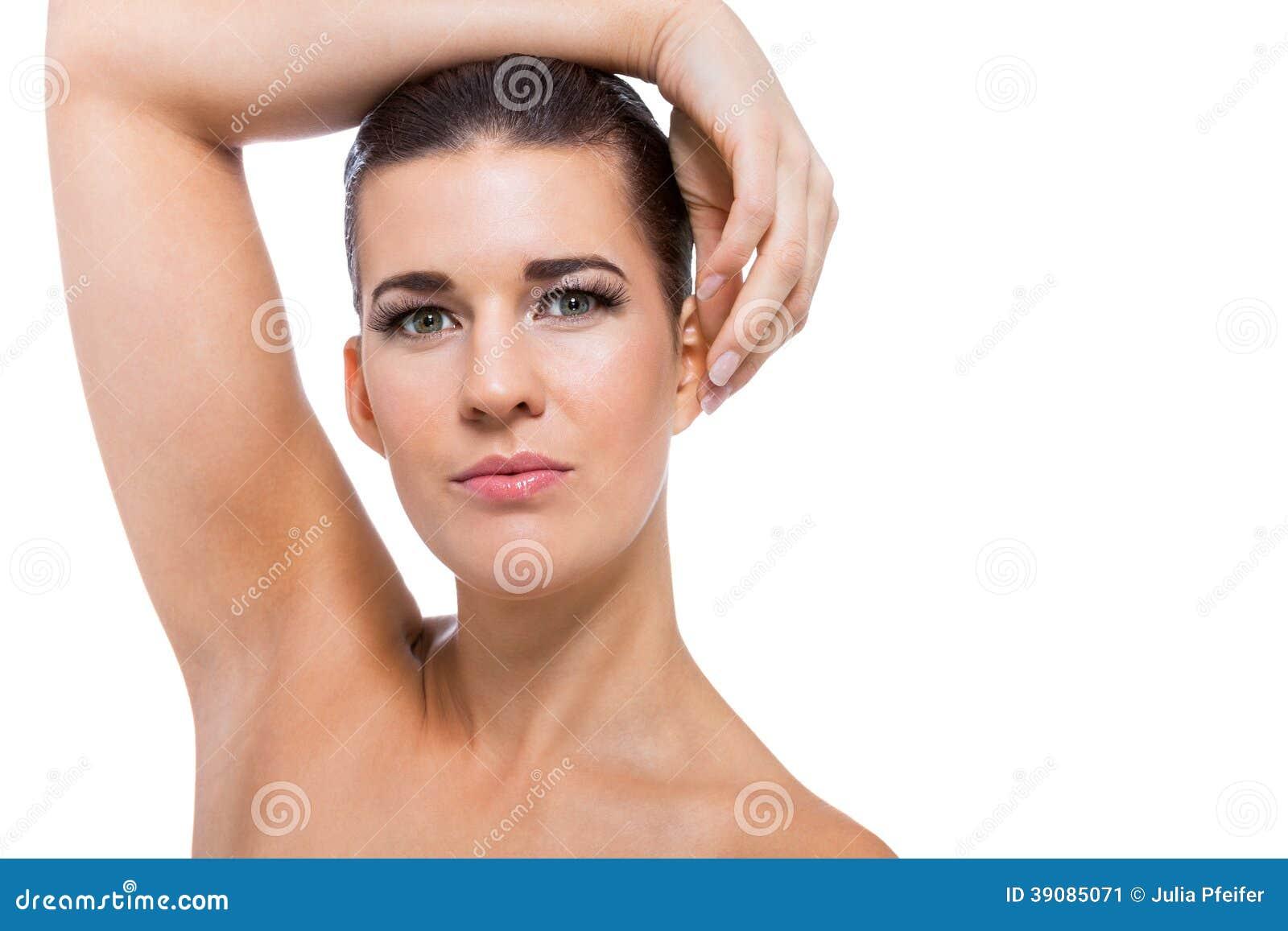 Mujer joven hermosa con la piel perfecta