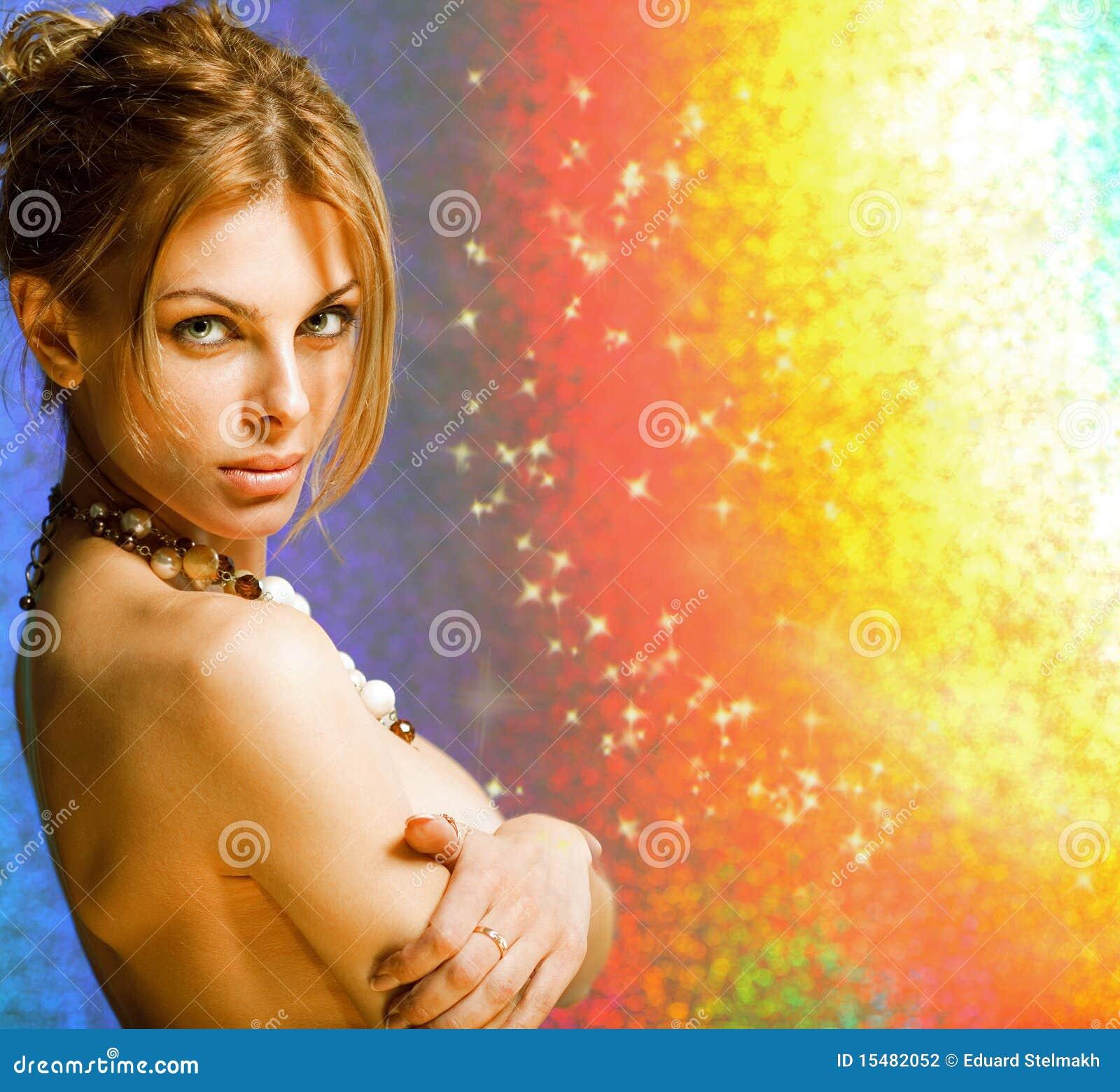 Mujer joven hermosa del retrato