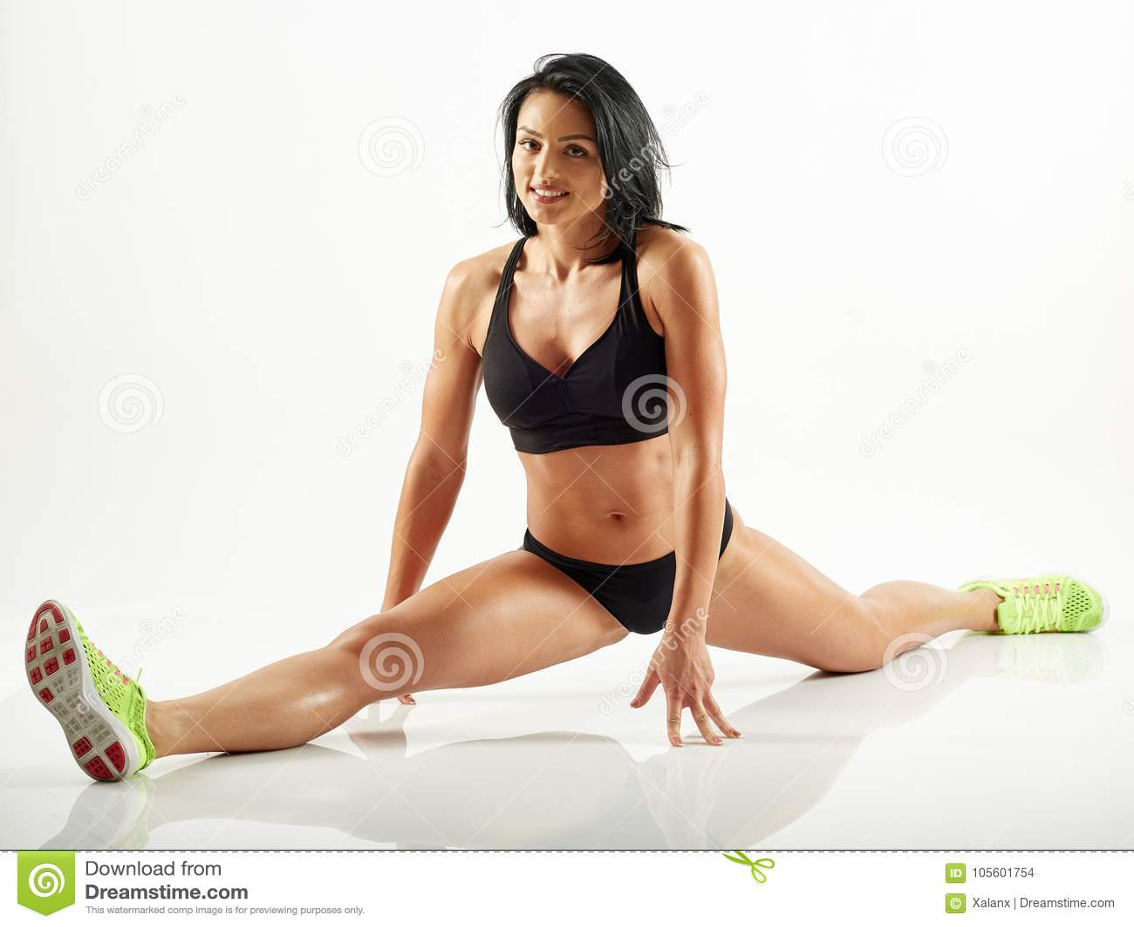 Mujer joven que hace una fractura