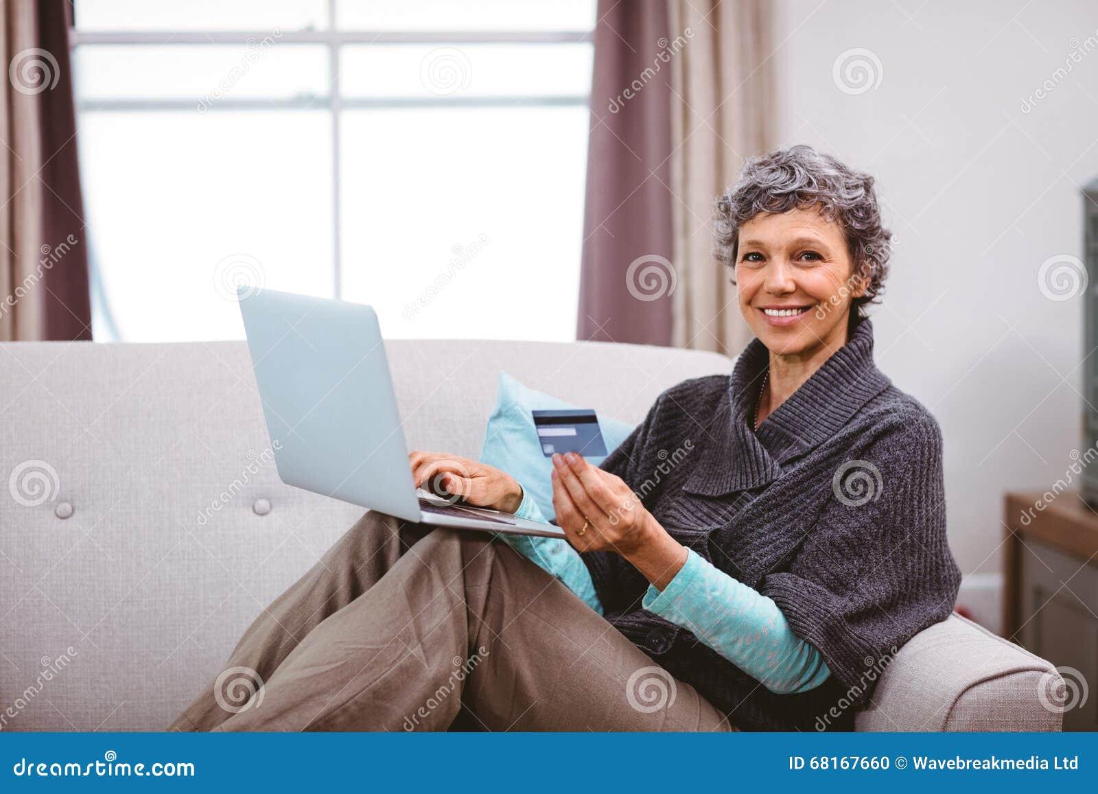 tarjeta de crédito mujer madura mamada