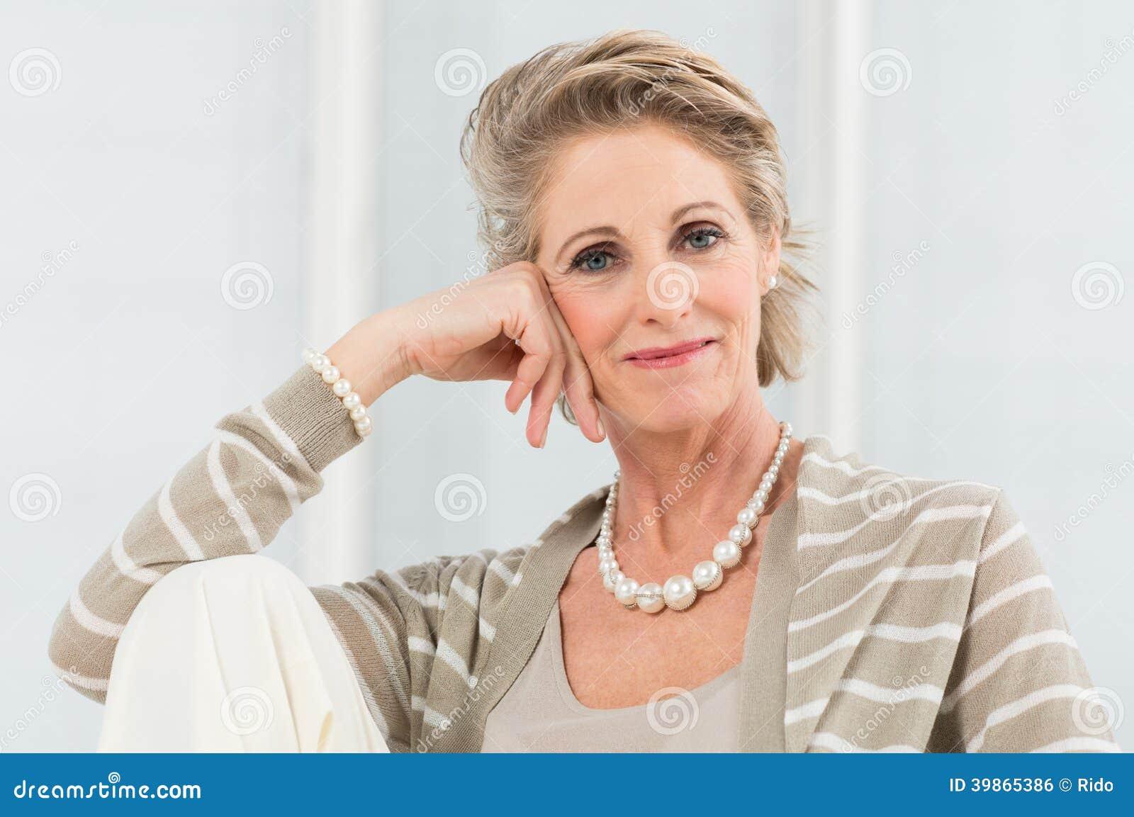 Mujer madura relajada