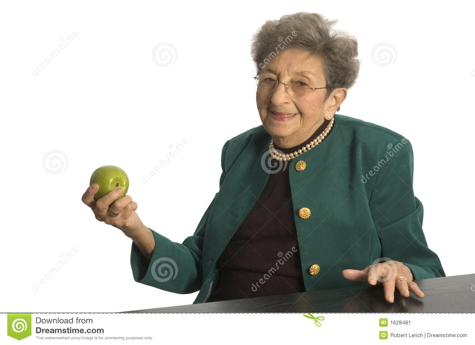 Mujer mayor con la manzana