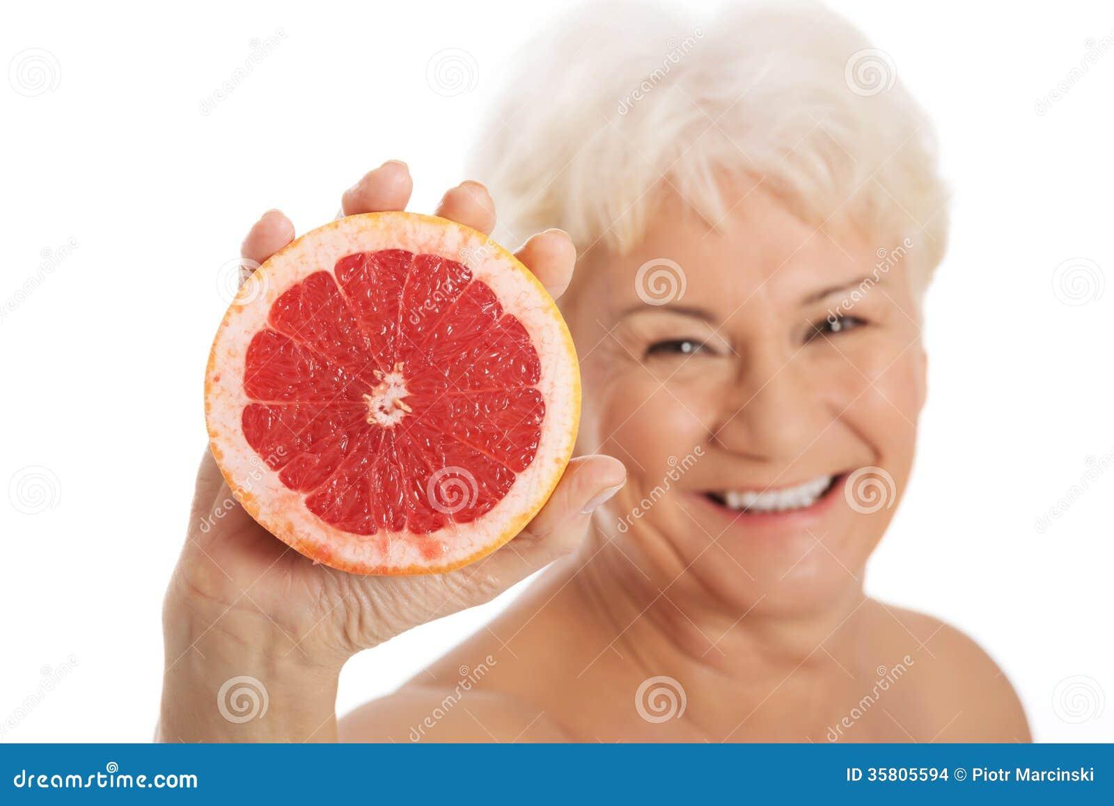 Senior mujer mayor desnuda
