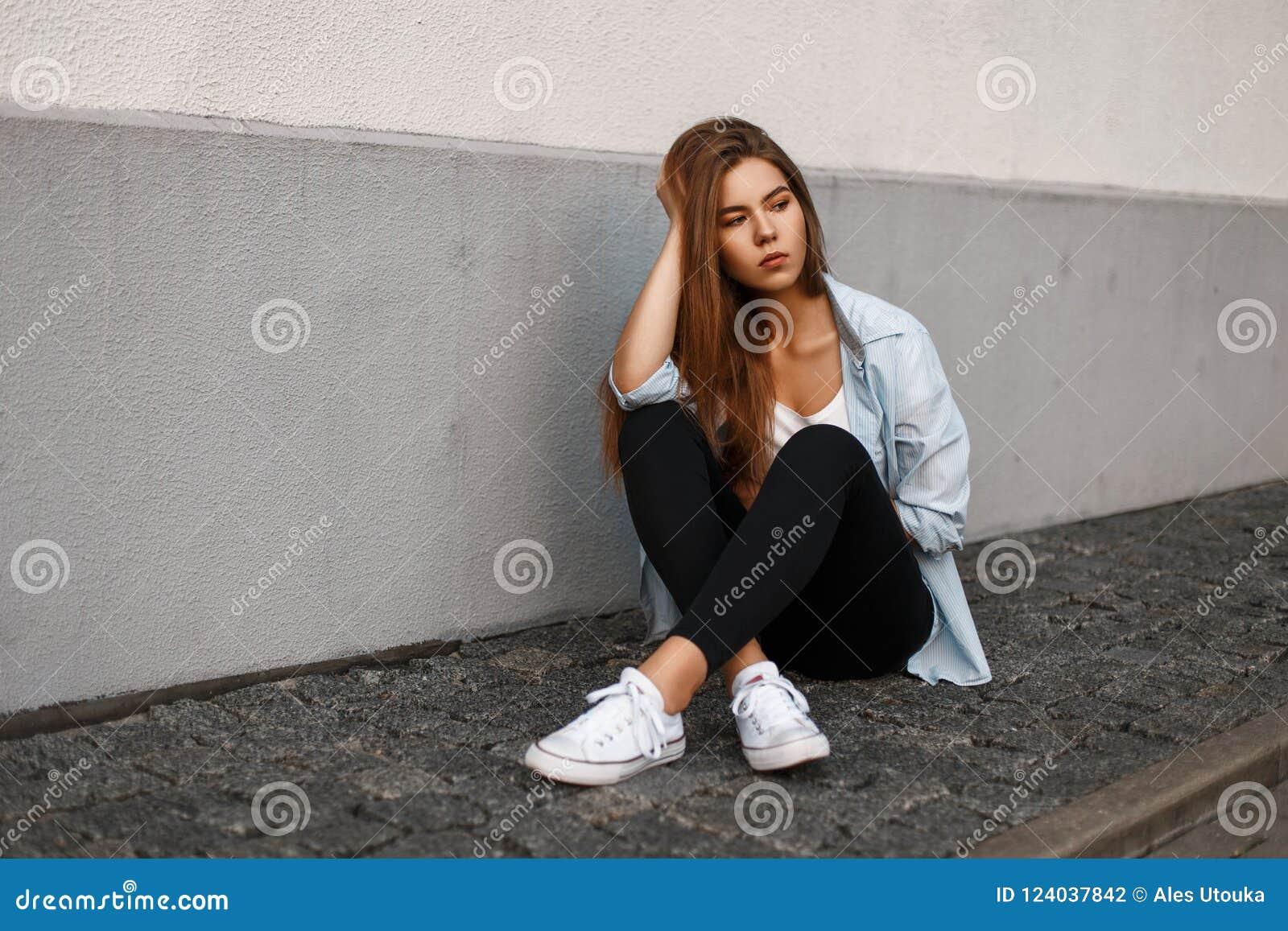 Joven Modelo Mujer Azul En Hermosa Foto Americana Camisa Con Negro PkXlOZiuTw