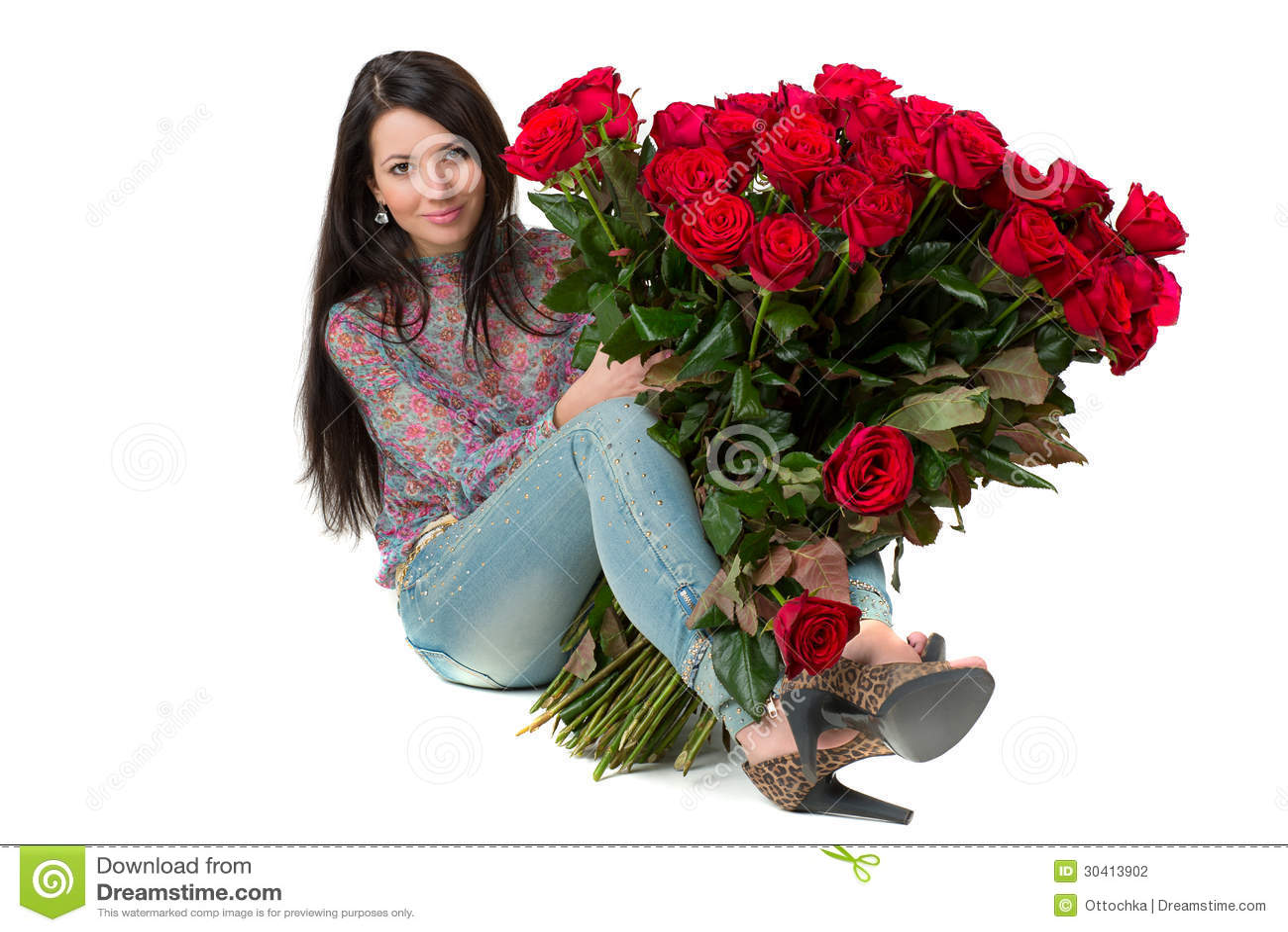 Брюнетка с цветами в руках на аву