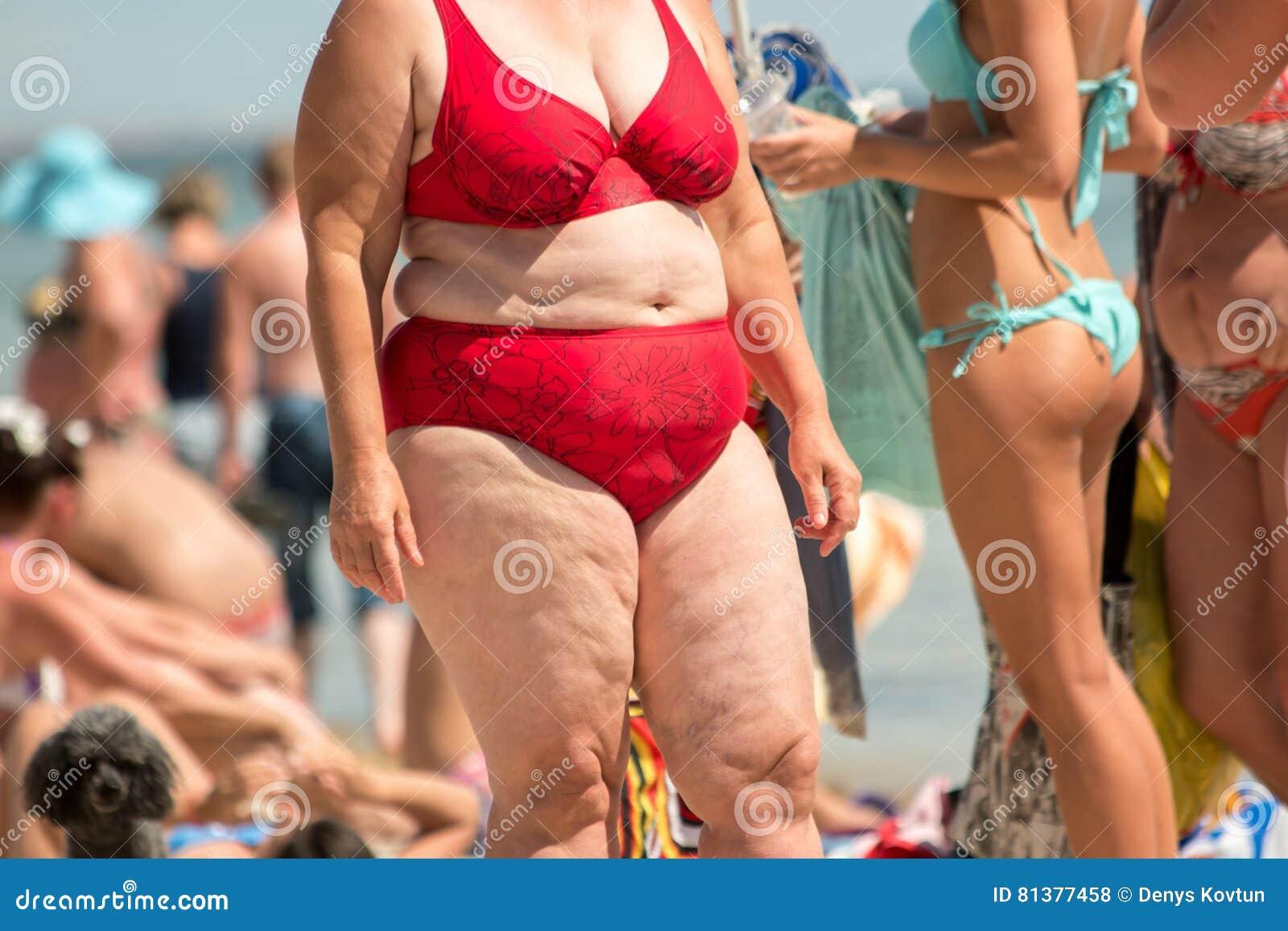 a7603430bbda Mujer Obesa En Traje De Baño Foto de archivo - Imagen de nutrición ...