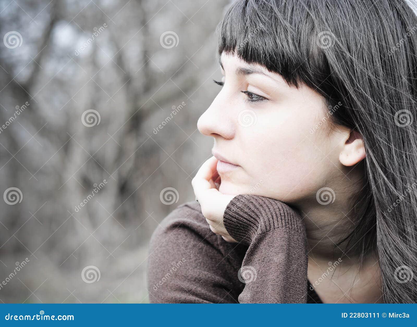 cara de mujer preocupada