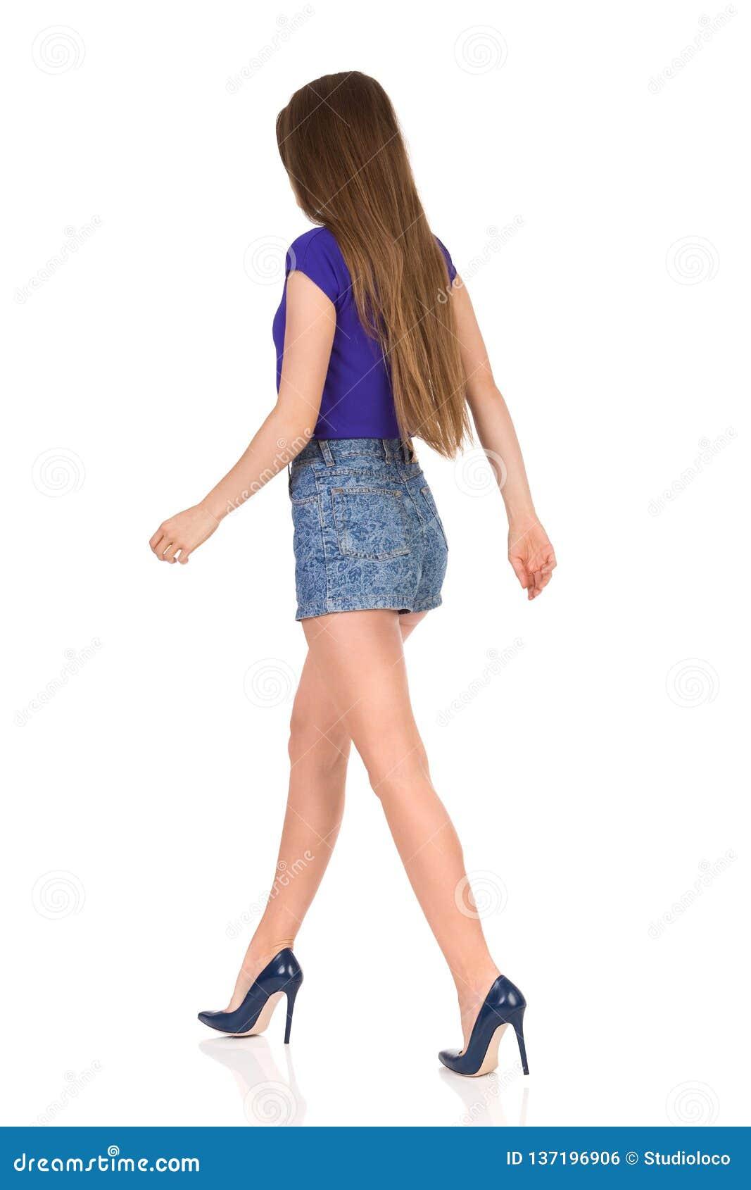 Mujer Pantalones Que Camina Los En Tacones De Y Altos Cortos cFK5lJ3uT1