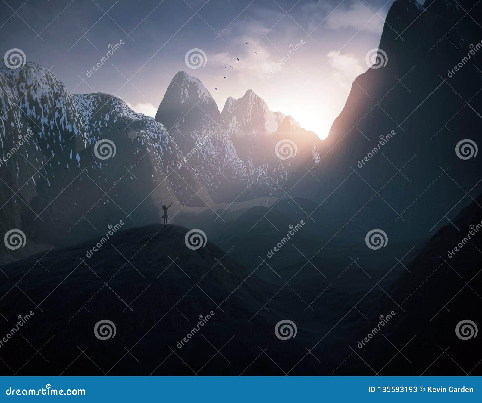 Mujer que elogia en las montañas