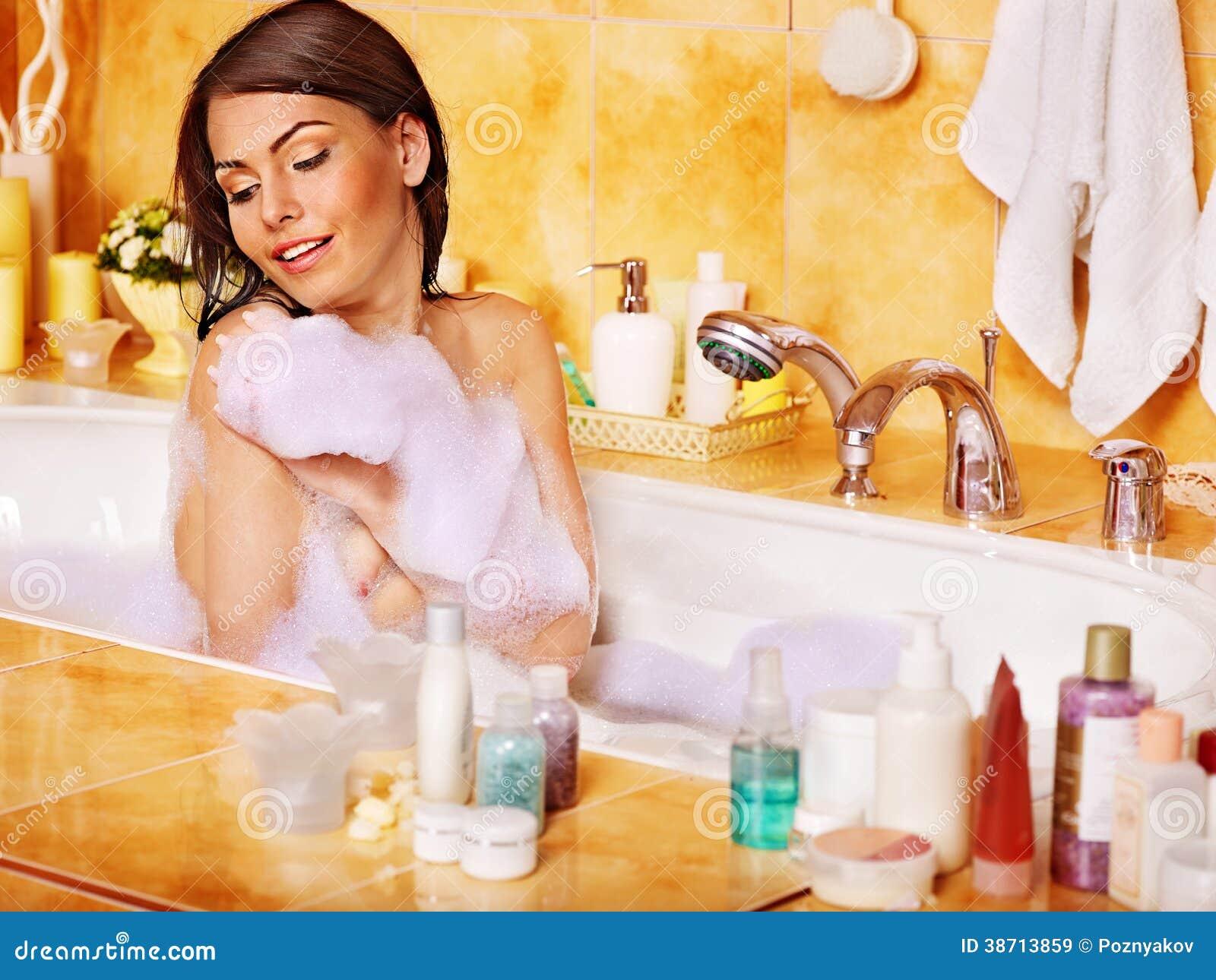 Imagenes Que Indiquen Baño De Mujeres:Relaxing Bubble Bath Woman
