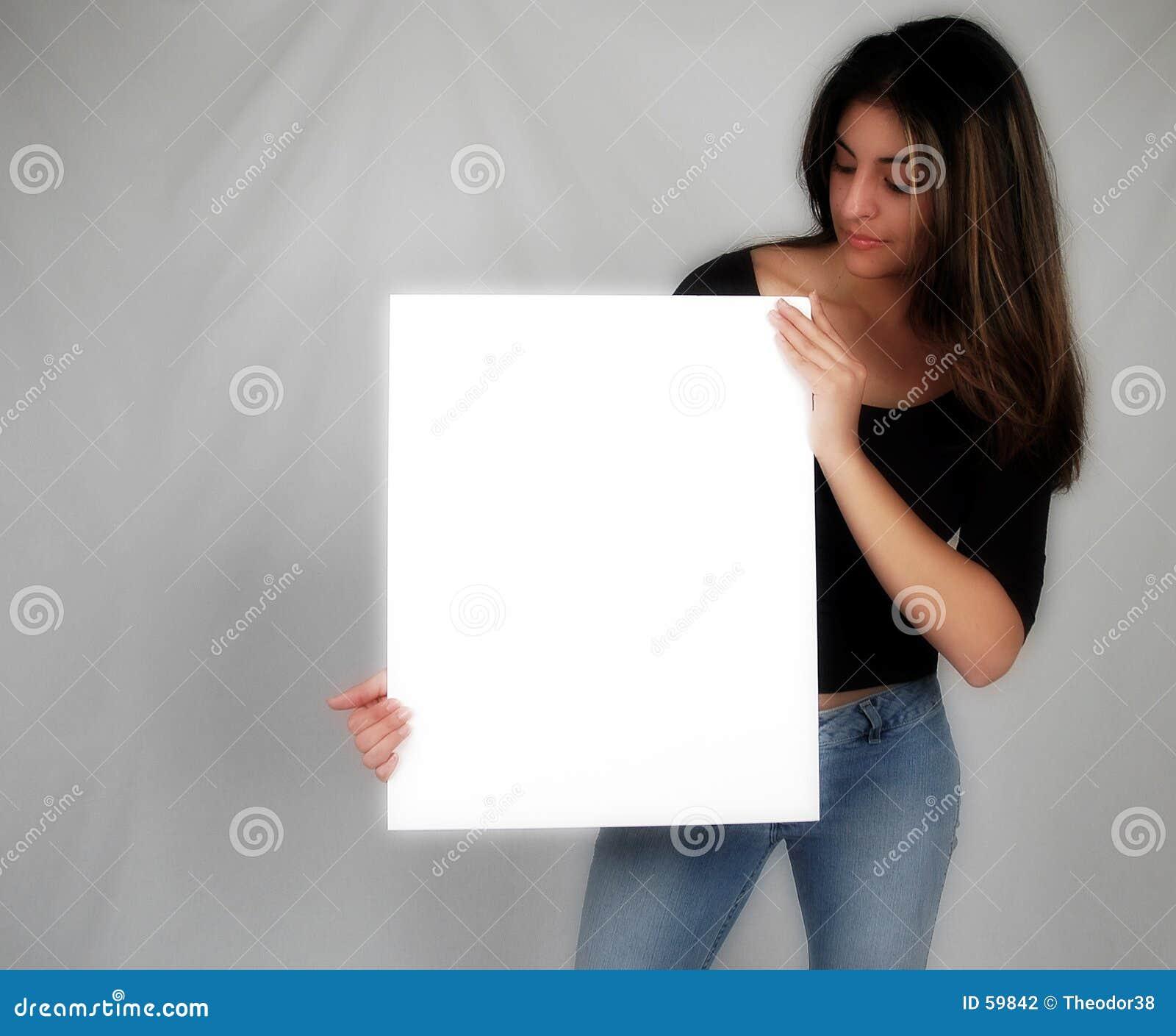 Mujer que sostiene un board-8