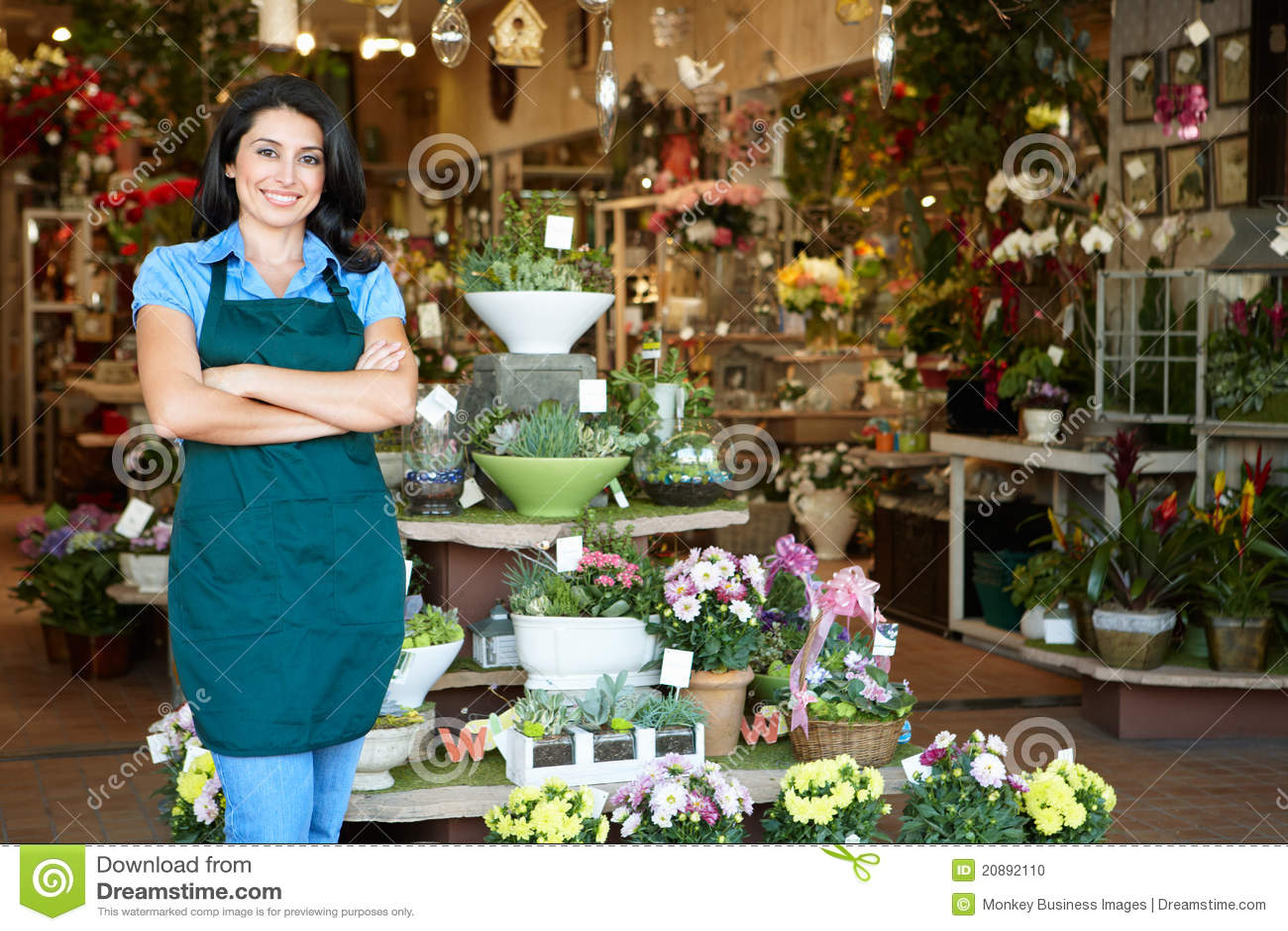 Mujer que trabaja en florista