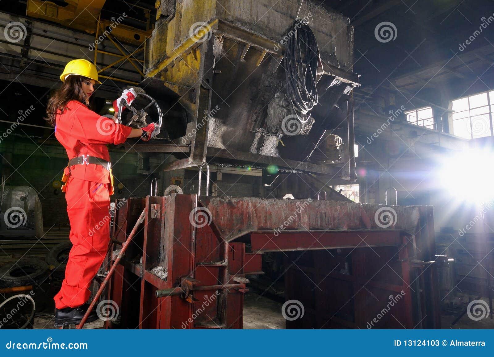 Mujer que trabaja en sector de la construcción