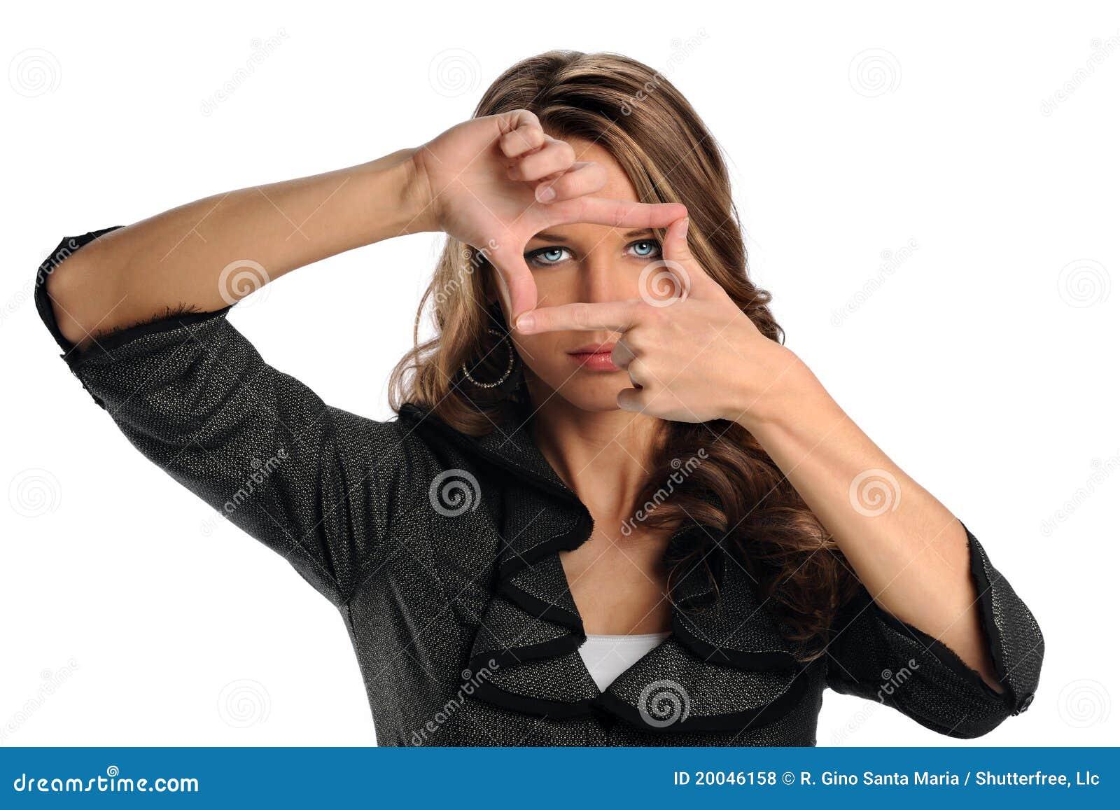 Mujer Que Usa Las Manos Para Enmarcar La Cara Foto de archivo ...