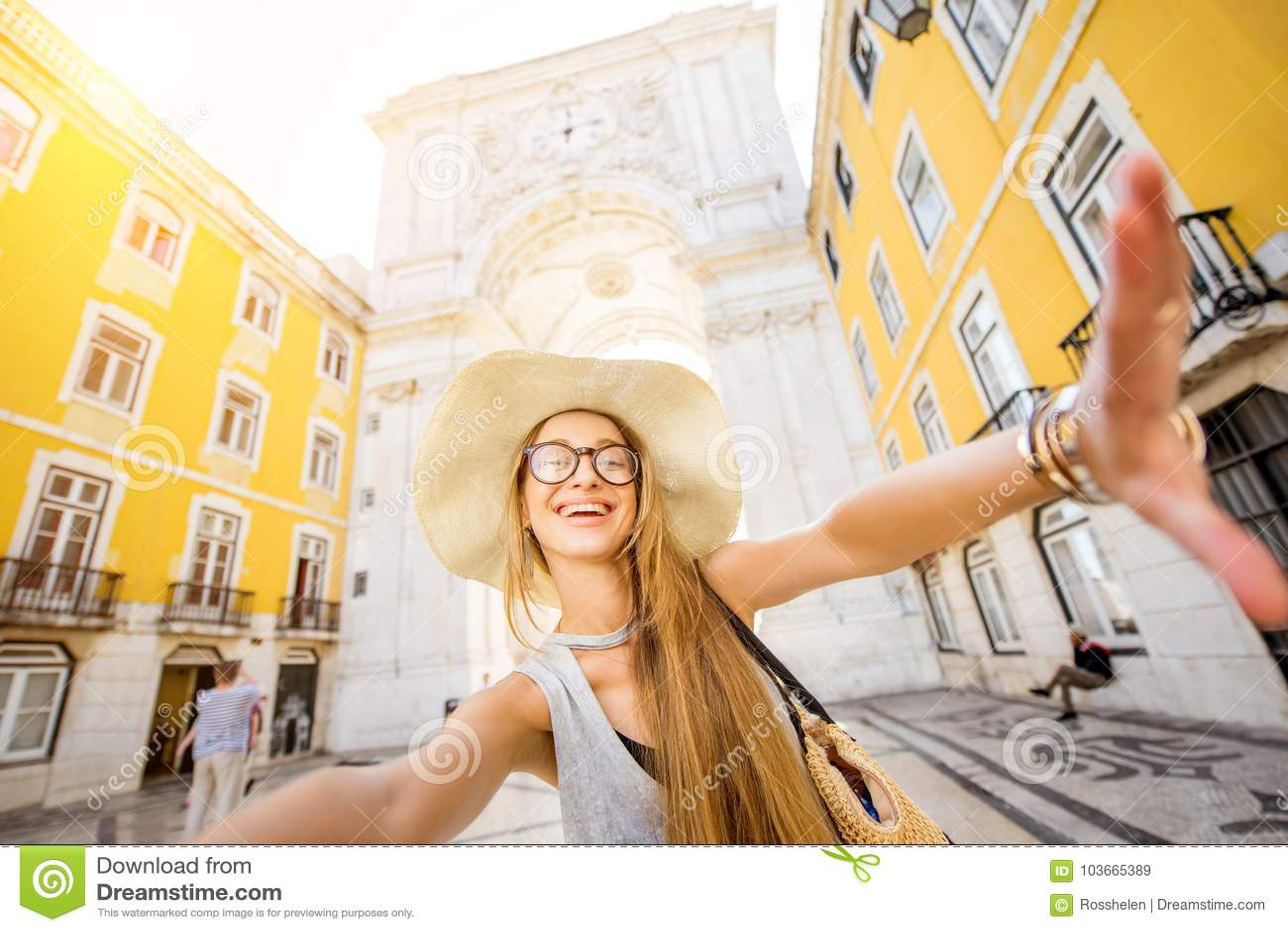 Mujer que viaja en Lisboa, Portugal