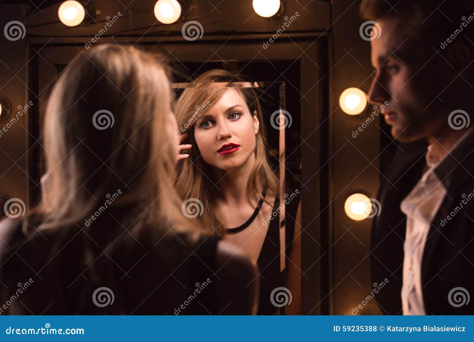 Download Mujer rubia atractiva foto de archivo. Imagen de fecha - 59235388