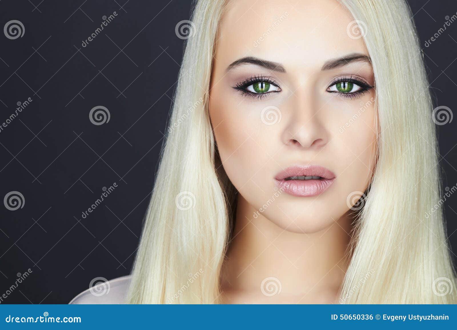 Mujer Rubia Hermosa Joven Muchacha De La Belleza Ojos De Gato Verdes