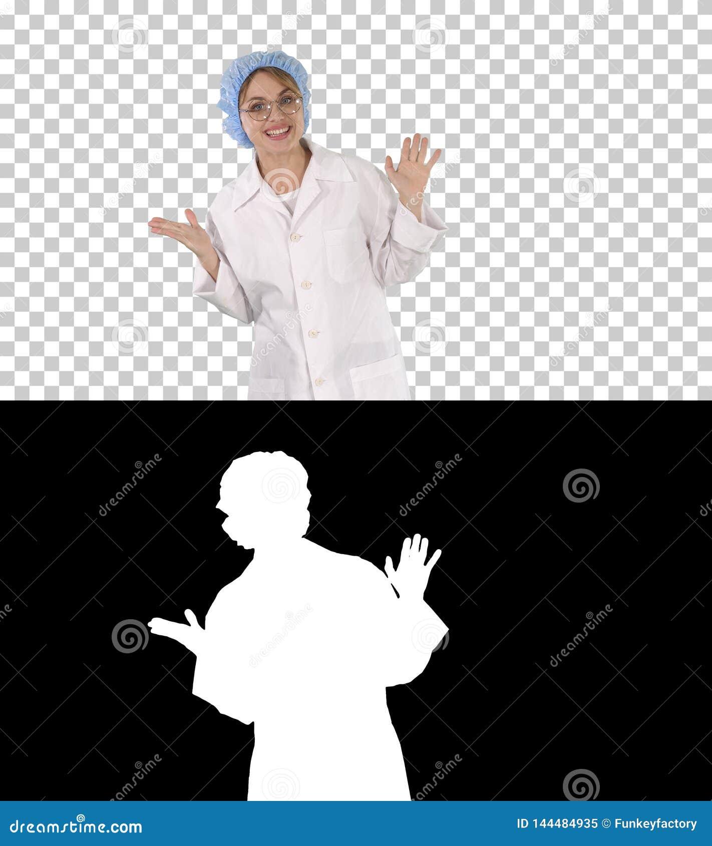 Mujer rubia joven que habla con la cámara, Alpha Channel del doctor del friki