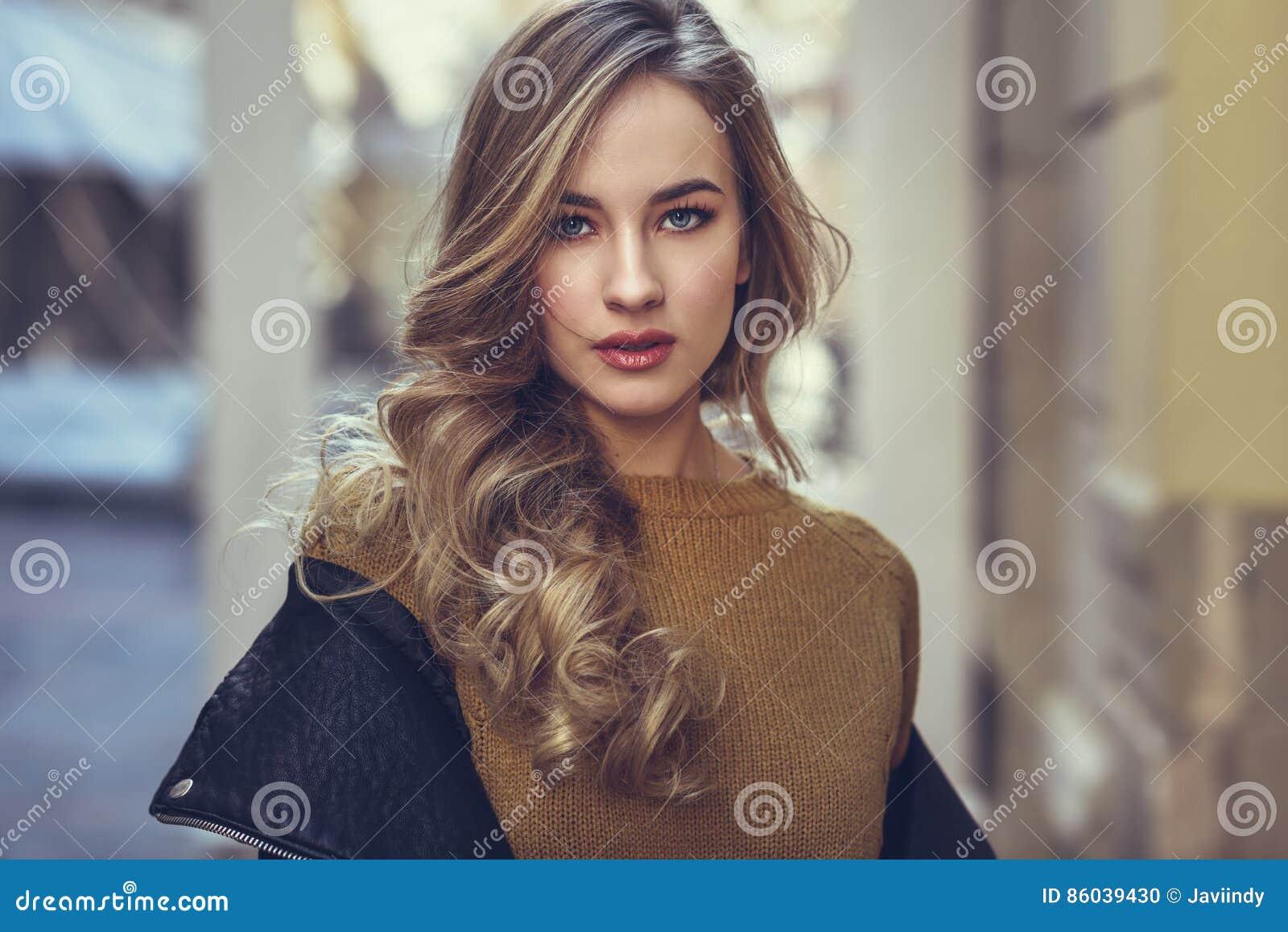 Esposa rusa complaciendo al marido - Canalpornocom