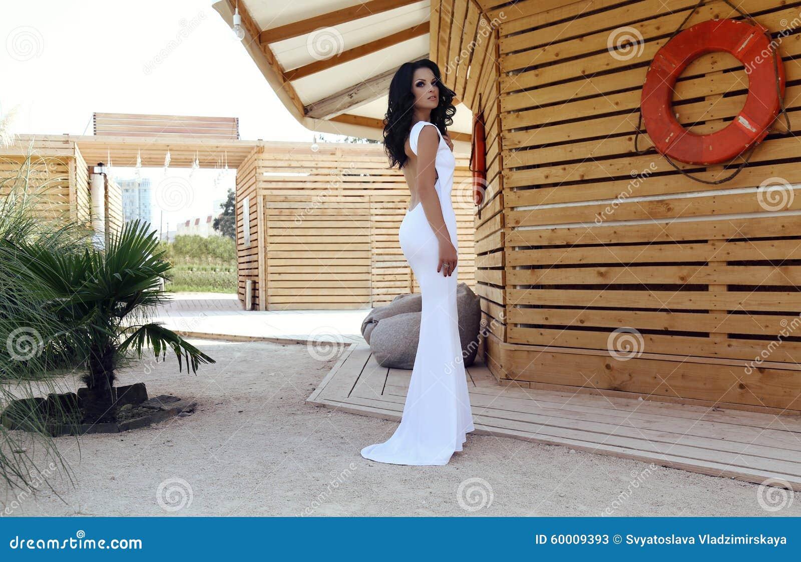 Vestidos blancos elegantes para dama